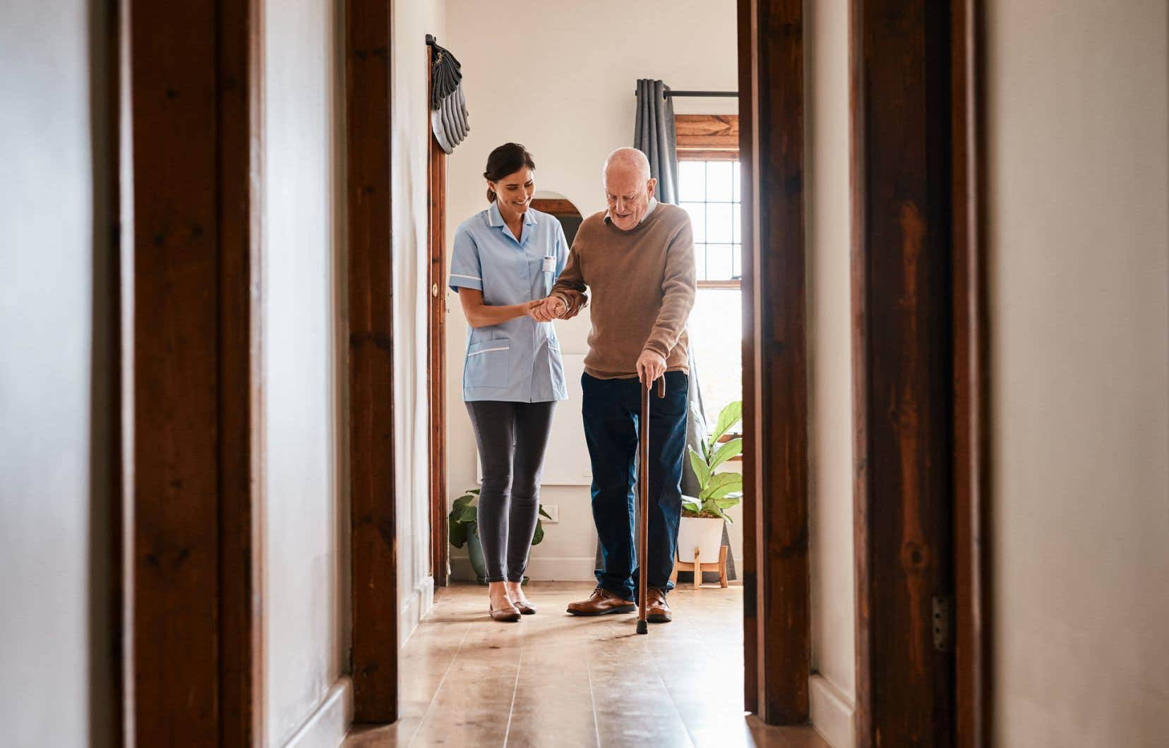 «Développer le maintien à domicile demande de s'appuyer sur des ressources humaines, technologiques, informatiques et sociales», rappelle l'auteur.