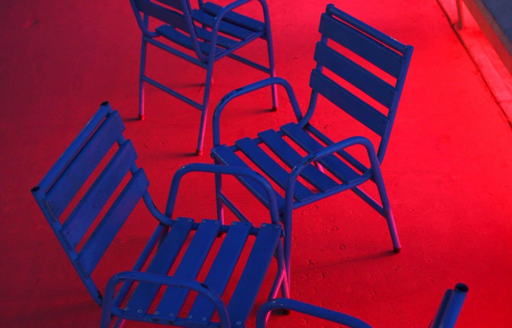 Les chaises de la Croisette de Cannes sont restées vides cette année. Les cinéphiles reviendront-ils en salle pour voir des films, suivre des festivals? Le milieu croit en l'irremplaçabilité du grand écran, mais qui peut prédire l'avenir du cinéma à l'orée de grandes pandémies?