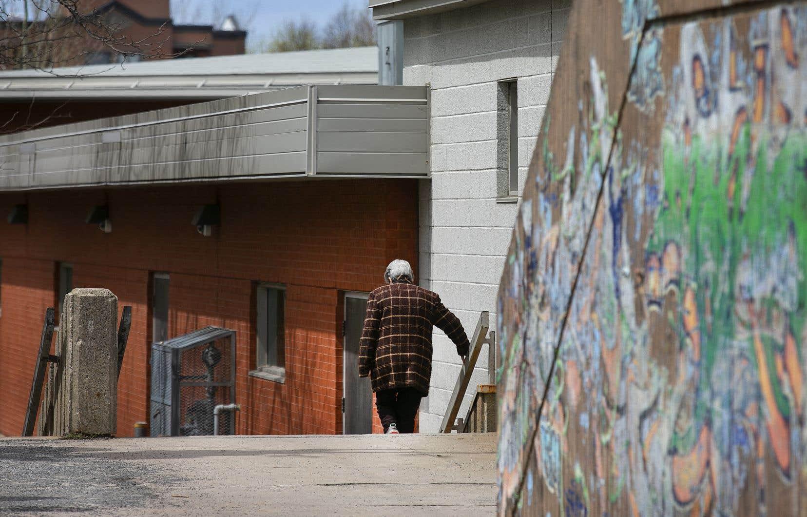 «Traiter collectivement les personnes âgées en dépendants vulnérables, sans égard à leur autonomie réelle et au besoin que les autres générations ont d'elles, est une forme de dépréciation sociale inacceptable», souligne l'auteur.