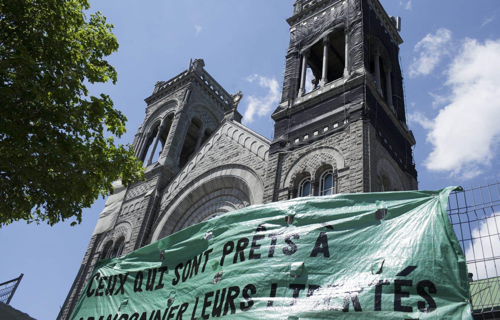 La pétition du groupe citoyen SOS Saint-Sacrement pour sauver l'église a recueilli plus de 9000 signatures réclamant son sauvetage.