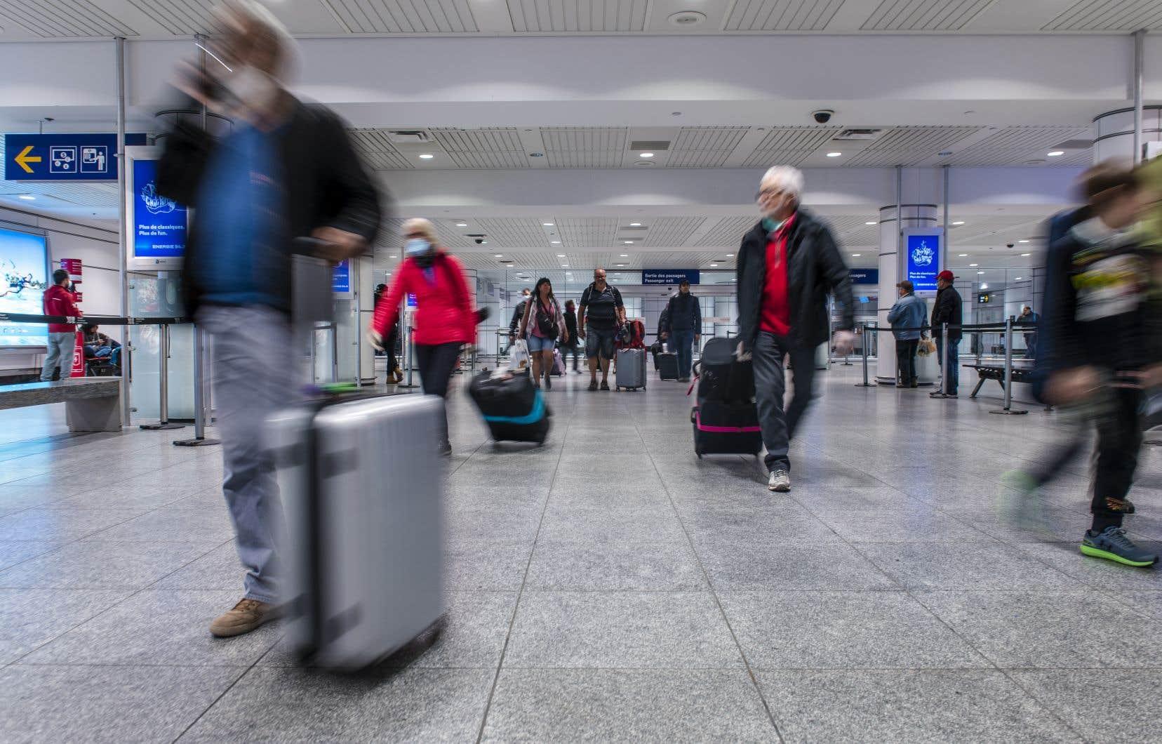 Le secteur du transport aérien réclame une harmonisation des règles sanitaires dans l'espoir d'enrayer la propagation de l'épidémie.