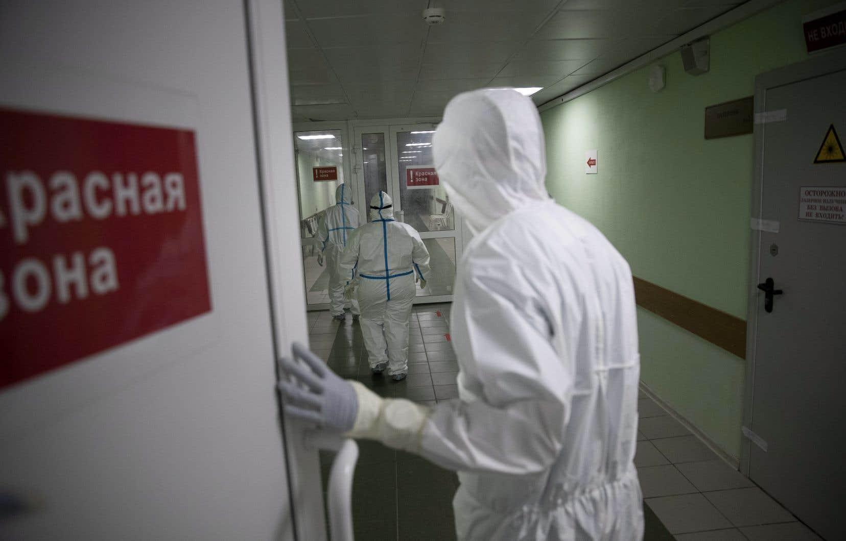 Certains chercheurs russes sont allés jusqu'à assurer au chef du Kremlin qu'un vaccin pouvait être créé avant la fin de l'été.