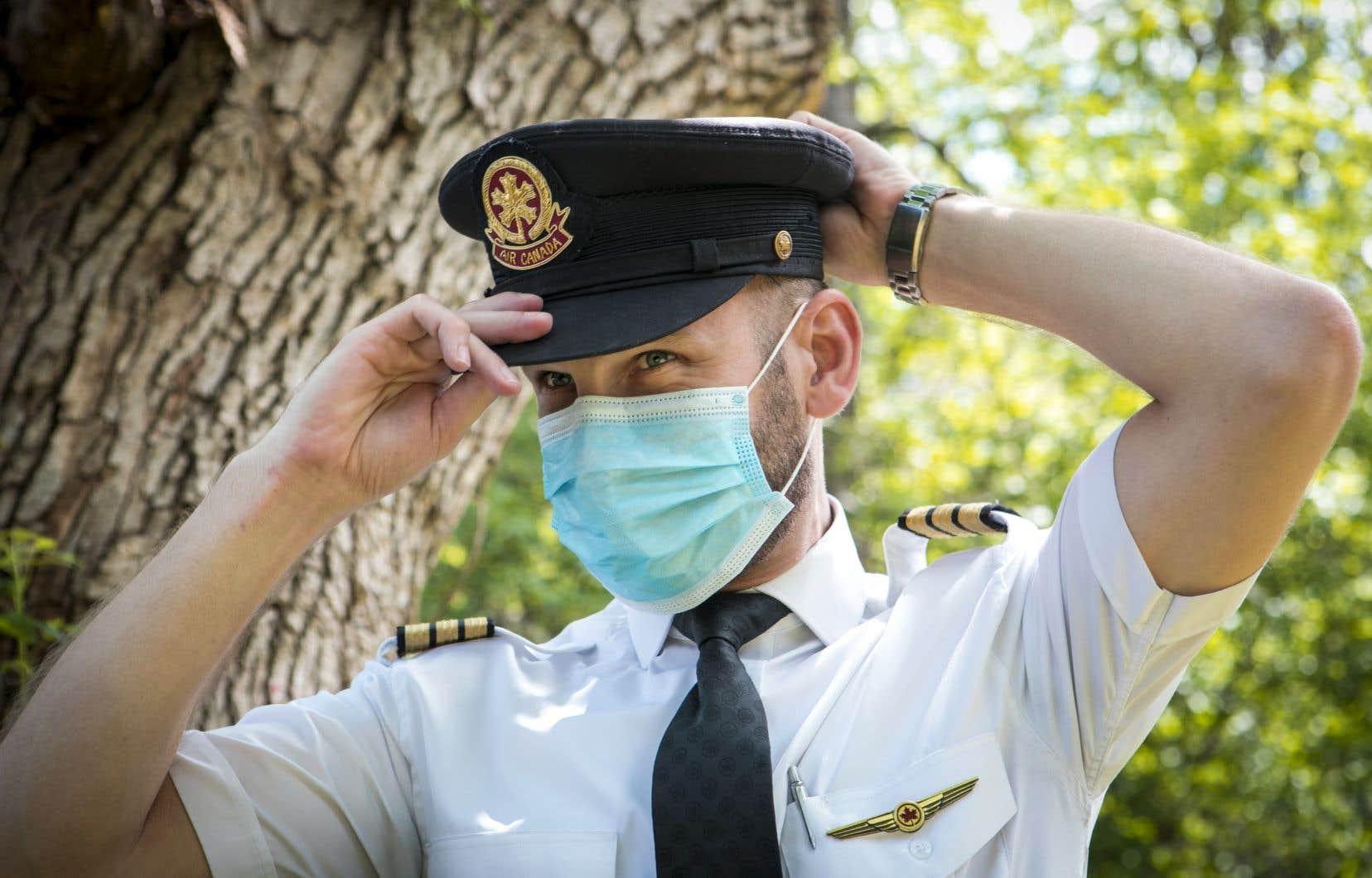 «Même si je suis encore payé par ma compagnie, ce n'est pas vrai que je vais rester chez nous à ne rien faire», raconte le pilote Alexis Bonneau.