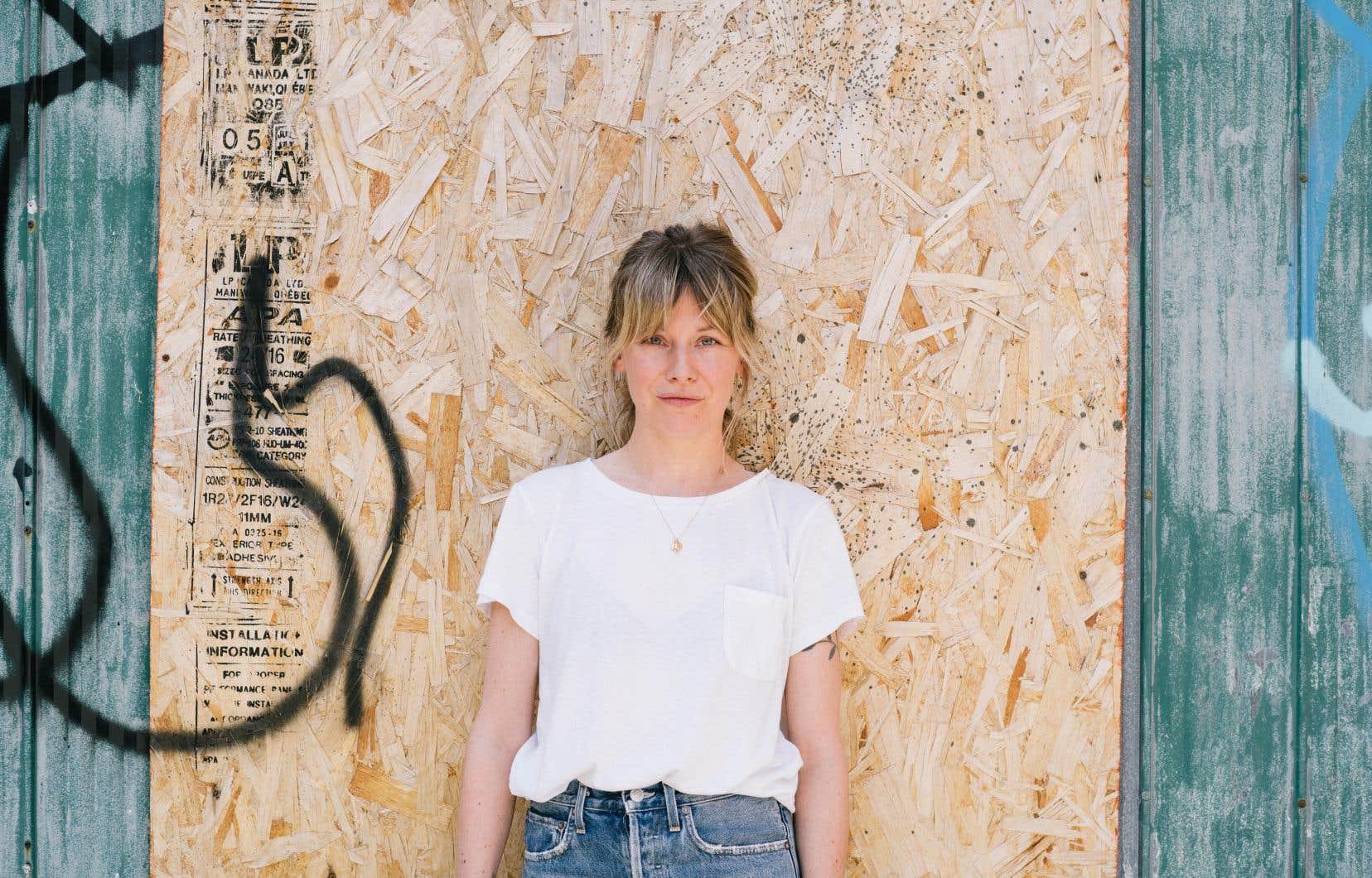 La chanteuse et guitariste Laurence Hélie, alias Mirabelle, revient sur le devant de la scène après sept ans d'absence.