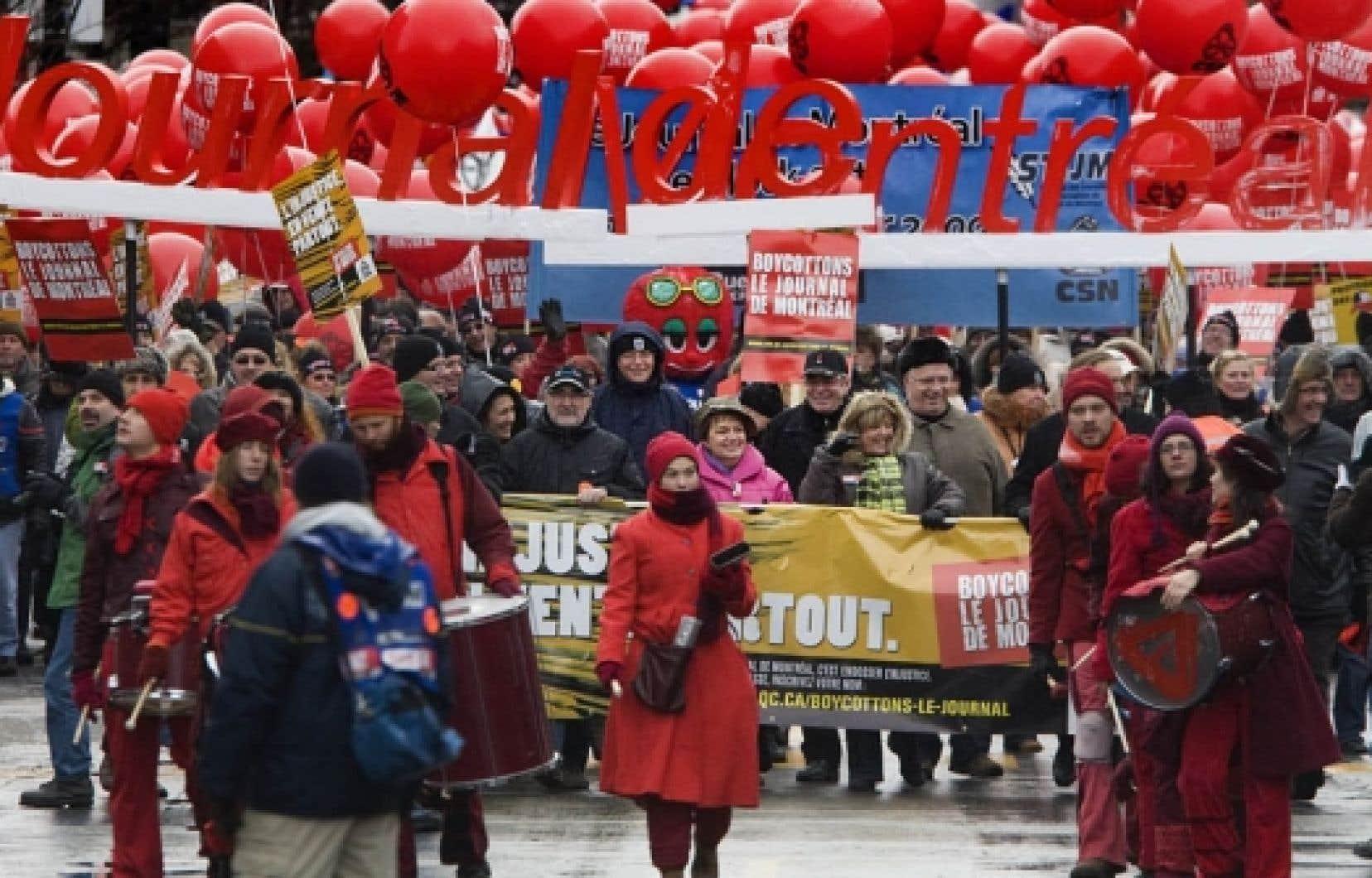Le conflit au Journal de Montréal sévit depuis deux ans. Ci-dessus: une manifestation d'appui aux syndiqués en décembre.<br />