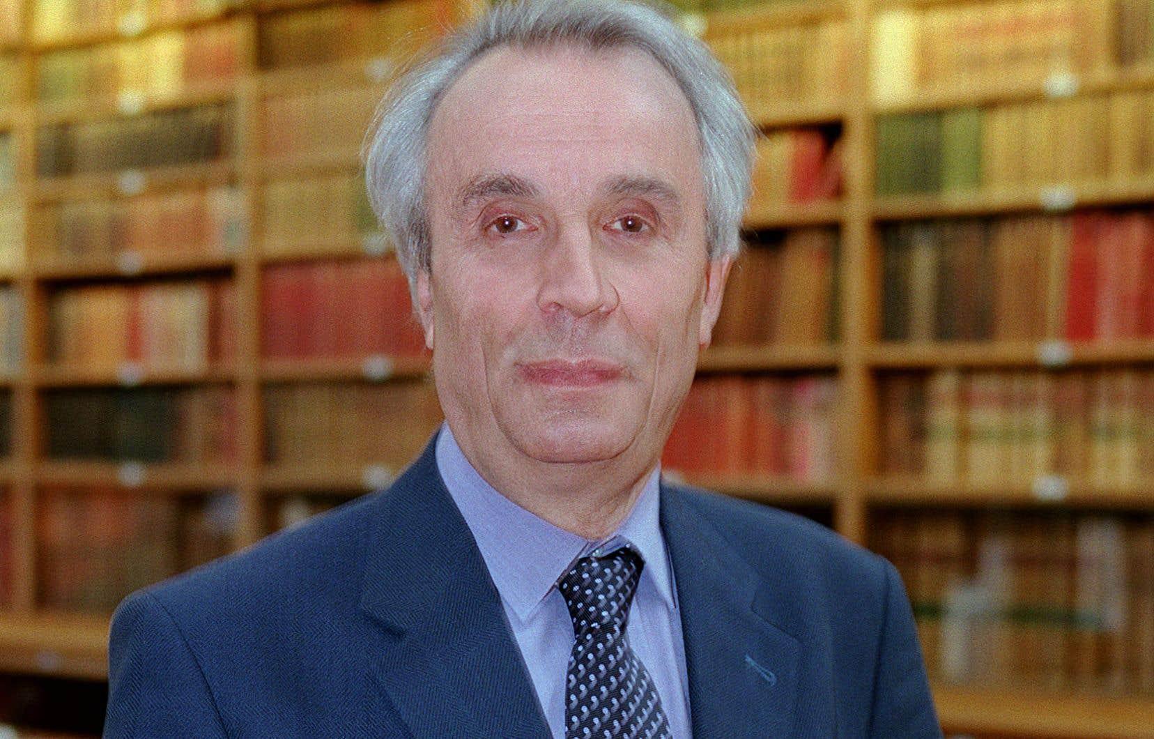 Alain Corbin photographié en 2002 à l'Université de la Sorbonne à Paris.