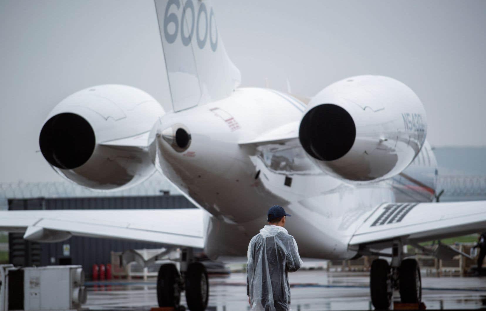 Bombardier n'a pas divulgué dans quelles installations auront lieu les licenciements, se limitant à dire que les coupes, dont la moitié est prévue dès les prochaines semaines, auront lieu à la fois dans la fabrication et l'administration. Sur la photo, un avion Global 6000, dont la finition intérieure est effectuée à Dorval.