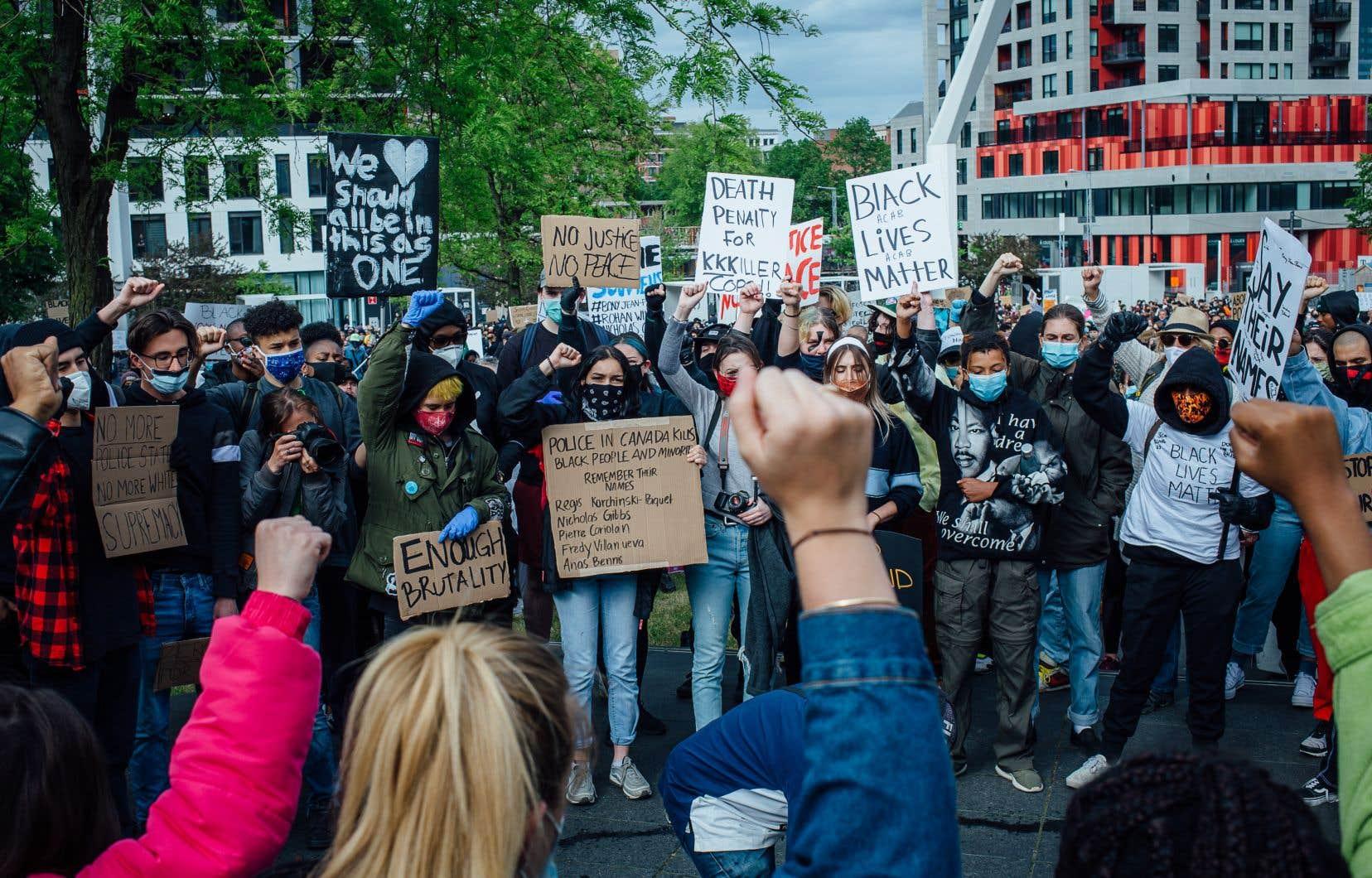 La Commission invite le gouvernement à donner l'élan nécessaire pour corriger les inégalités structurelles qui freinent le plein exercice des droits garantis par la Charte, dont le droit à l'égalité, pour des pans de la population québécoise confrontés au racisme.