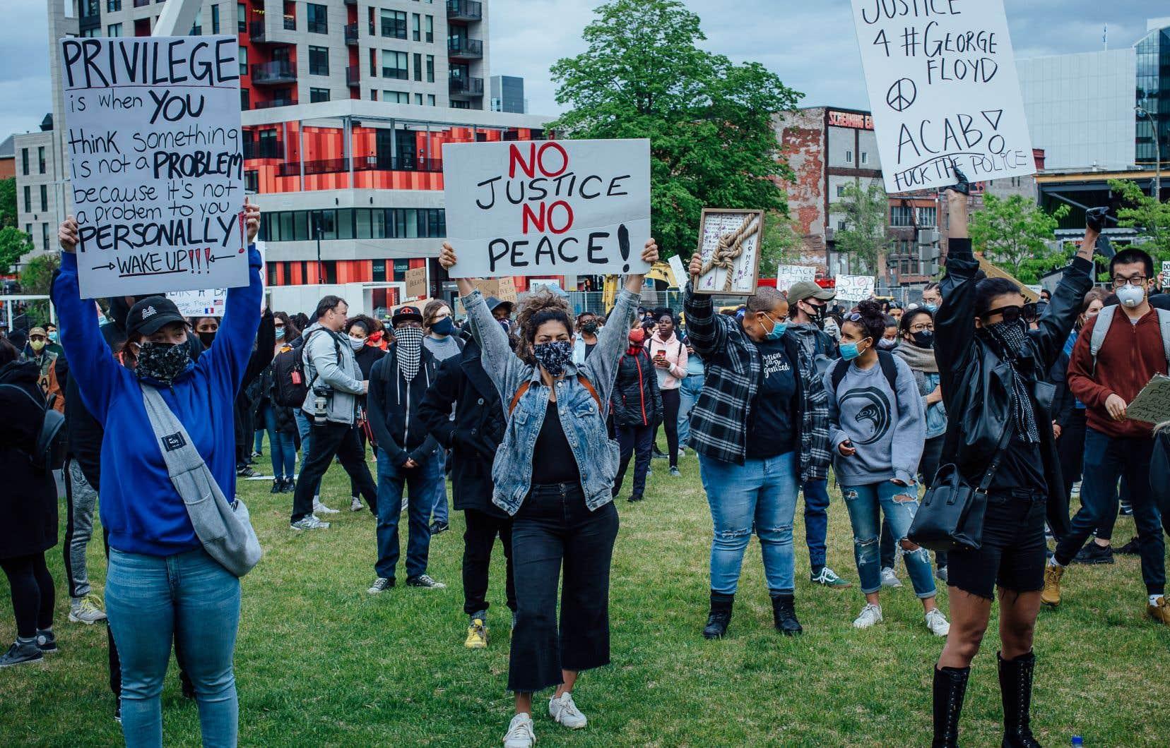 Les Montréalais, comme les citoyens de nombreuses autres villes dans le monde, ont manifesté contre le racisme.