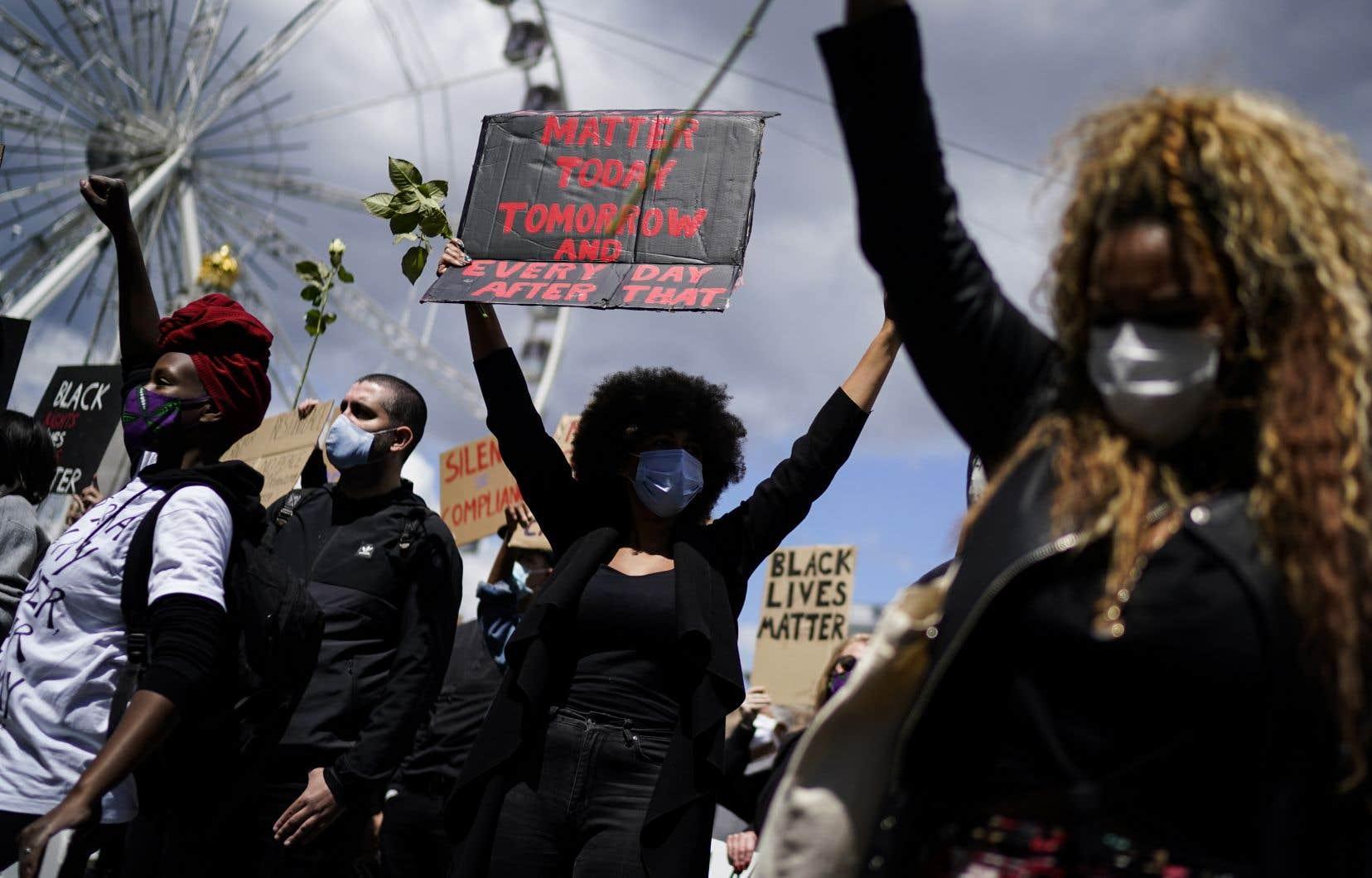 À Bruxelles, près de 10000 manifestants d'après la police, ont exprimé leur colère devant le palais de justice.