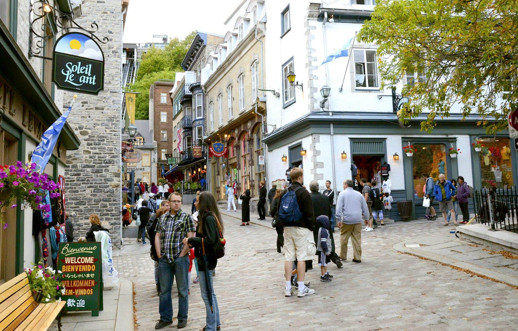 La capitale ne compte maintenant pas moins de six rues réservées aux piétons les samedis et les dimanches.