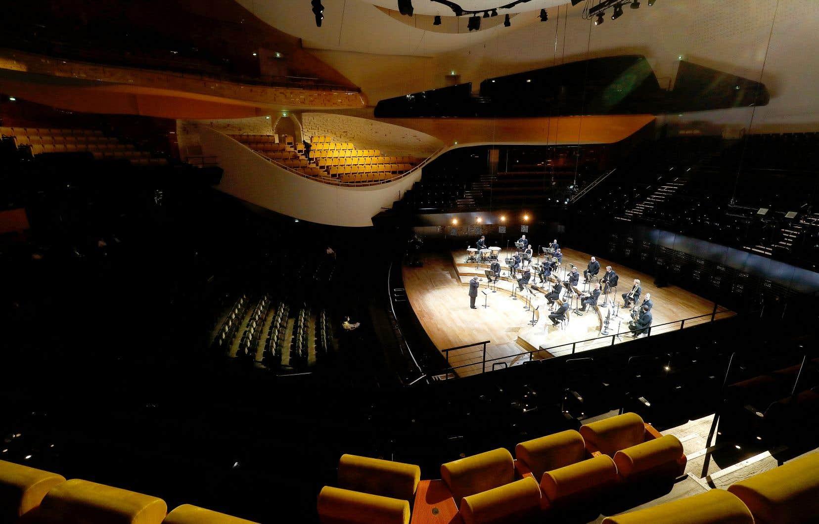 Le grand retour de l'Orchestre de Paris annoncé à la Philharmonie de Paris, le 27mai, s'est soldé par la vision de quelques musiciens perdus sur scène jouant «Siegfried-Idyll» de Wagner en version de chambre.