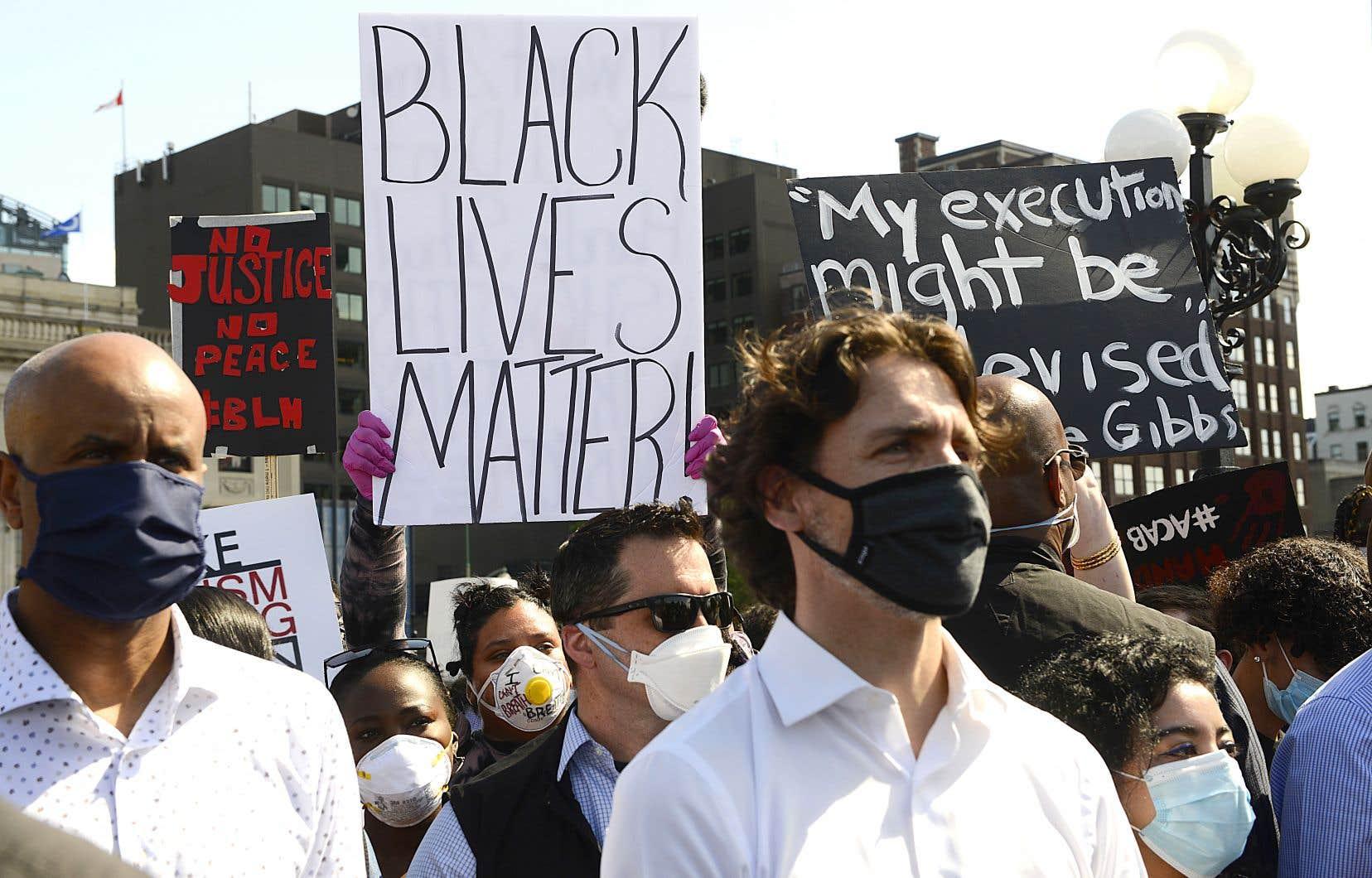 Le premier ministre Trudeau a fait parler de lui en fin de semaine, après avoir pris part vendredi à une grande manifestation contre le racisme à Ottawa.