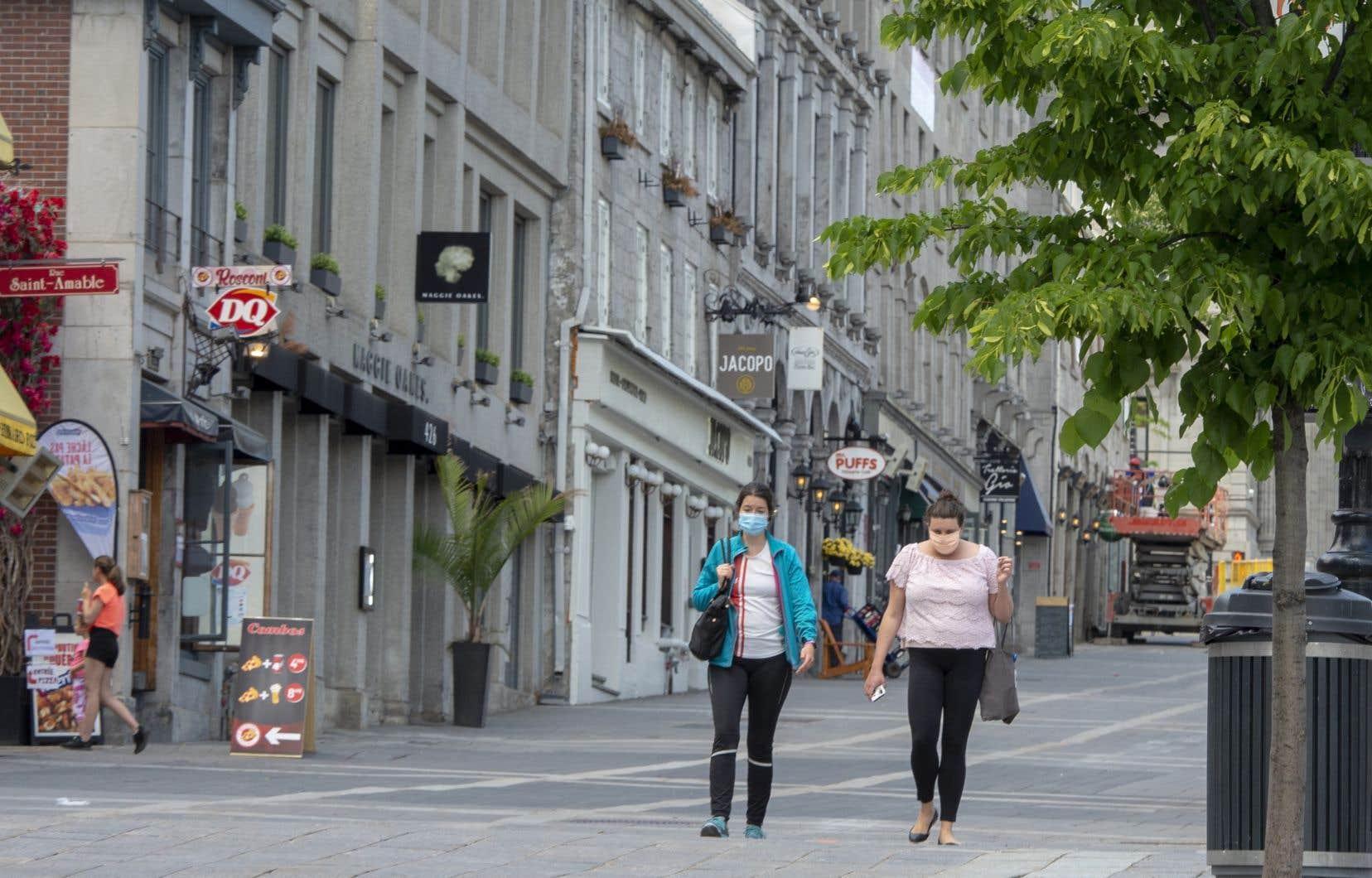 Le Vieux-Montréal est particulièrement tranquille avec l'absence des touristes.