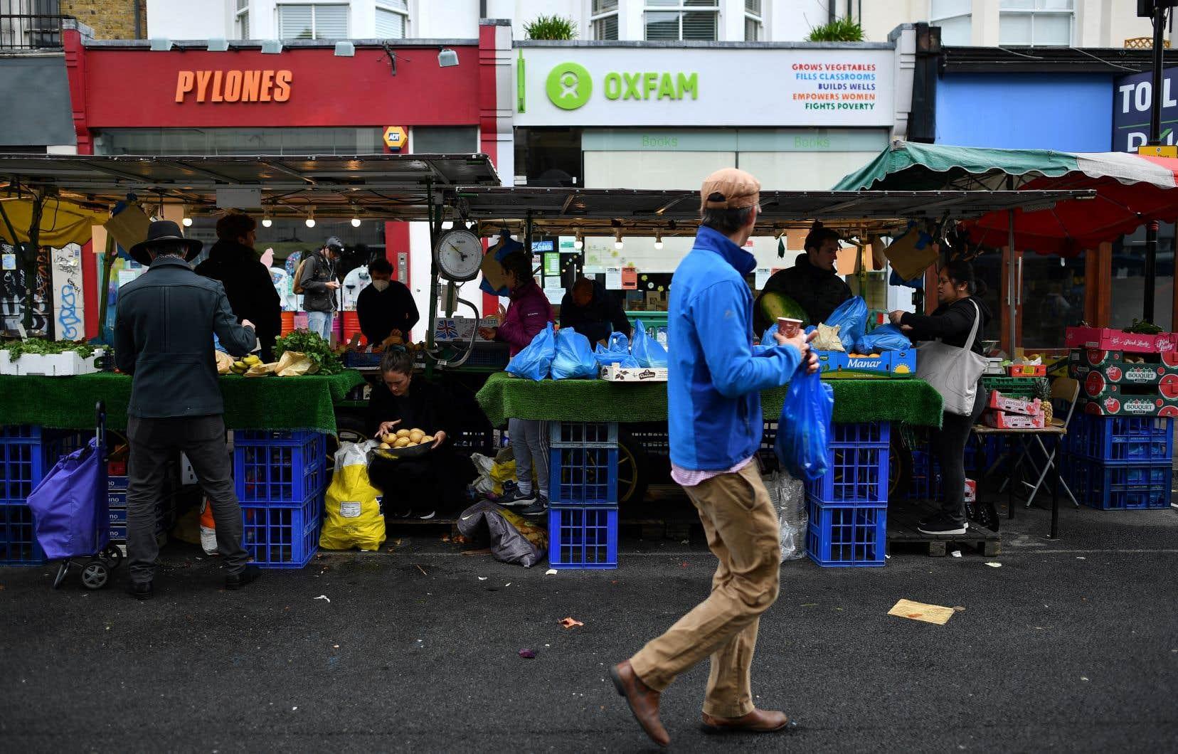 Seuls les commerces jugés essentiels comme les supermarchés et les pharmacies ont pu rester ouverts durant le confinement.
