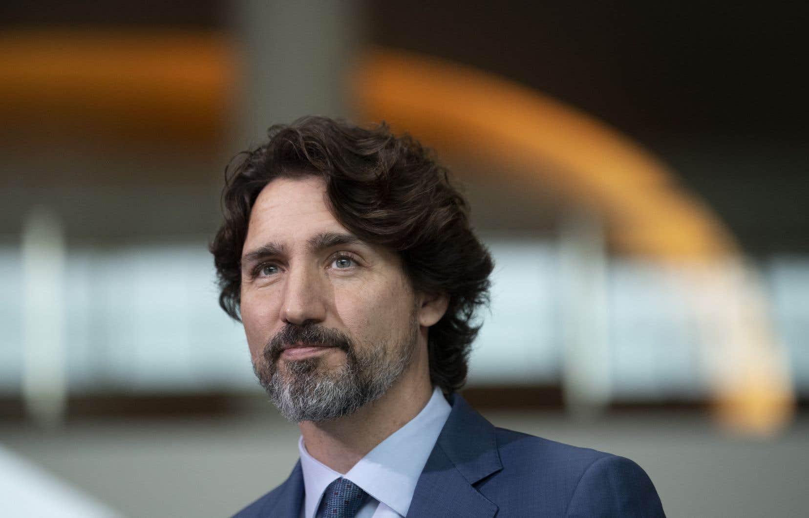 Le premier ministre du Canada, Justin Trudeau, est talonné par les néodémocrates et les bloquistes pour prolonger la PCU.