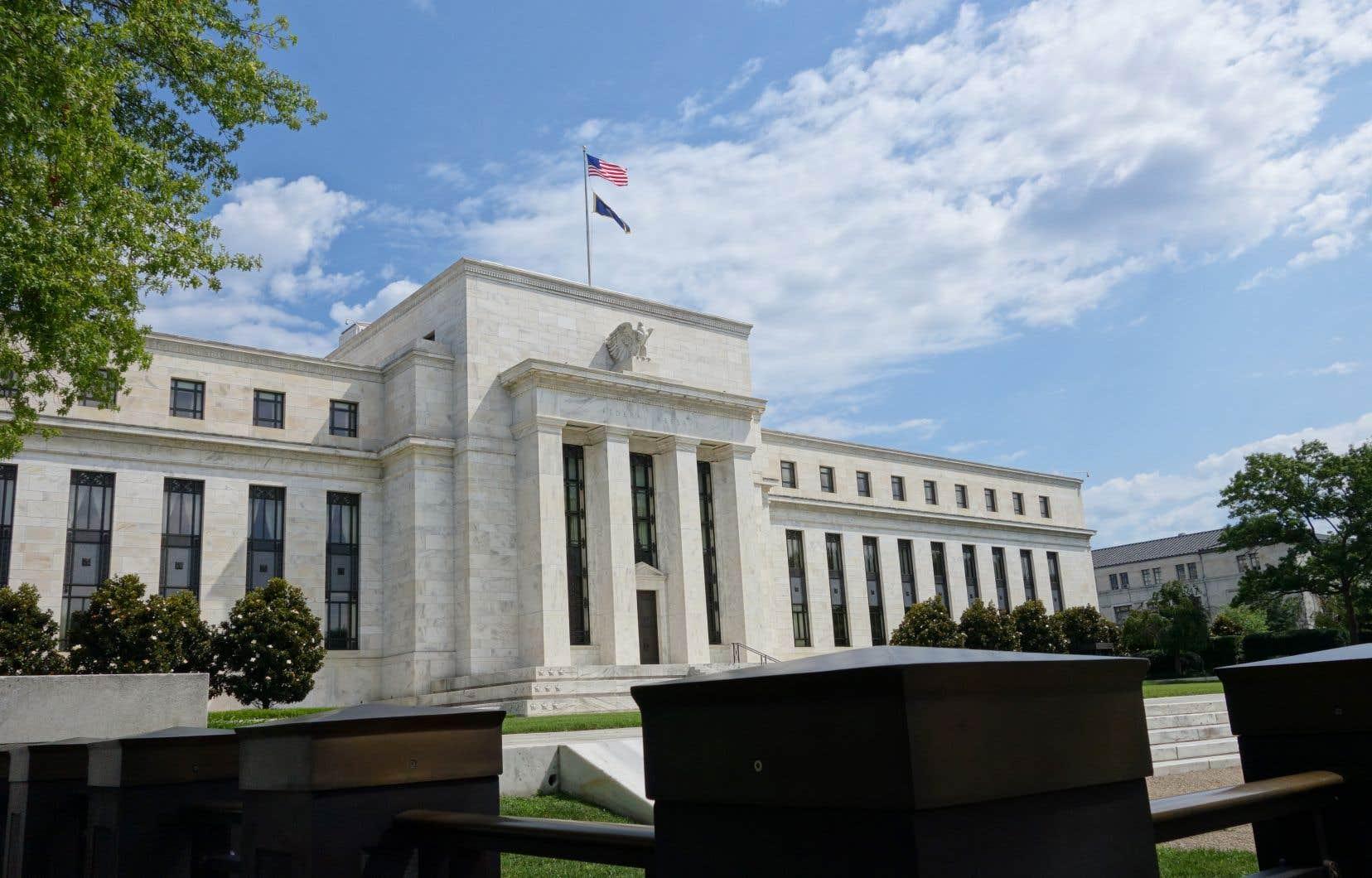 «La crise sanitaire actuelle pèsera lourdement sur l'activité économique, l'emploi et l'inflation à court terme [...] », a relevé la Fed dans un communiqué publié à l'issue de deux jours de réunion monétaire.