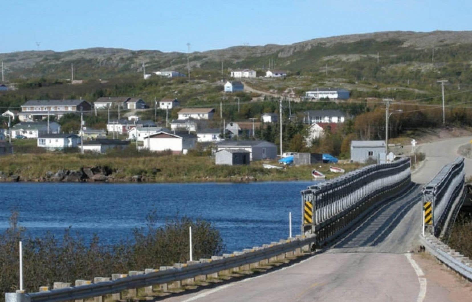 Le village de Rivière-Saint-Paul, dans la partie est de la Basse-Côte-Nord. Dans cette région négligée par Québec, un fort sentiment d'appartenance à la province de Terre-Neuve s'est développé.<br />