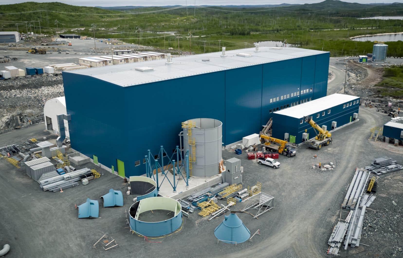 La société recherche 1,1milliard dans le but de pouvoir transformer, dans une usine électrochimique à Shawinigan, du minerai de spodumène extrait de la mine Whabouchi en sels de lithium à valeur ajoutée.