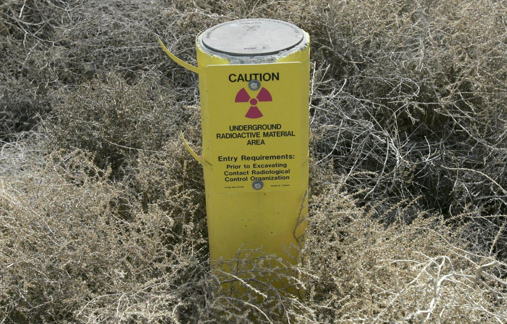 "The regulations stipulate that a radioactive product will be ""of low activity"" as soon as it is possible to dispose of it safely within 30 meters, maintains the author."