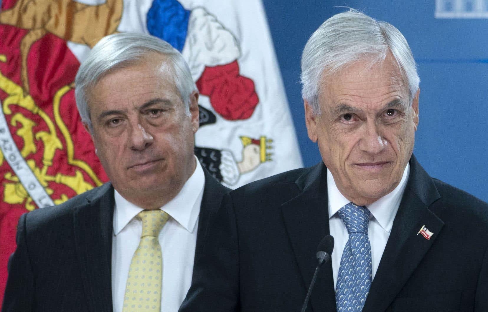 «Je remercie Jaime Manalich (à gauche) pour son engagement», a déclaré le président chilien, Sebastian Pinera (à droite).