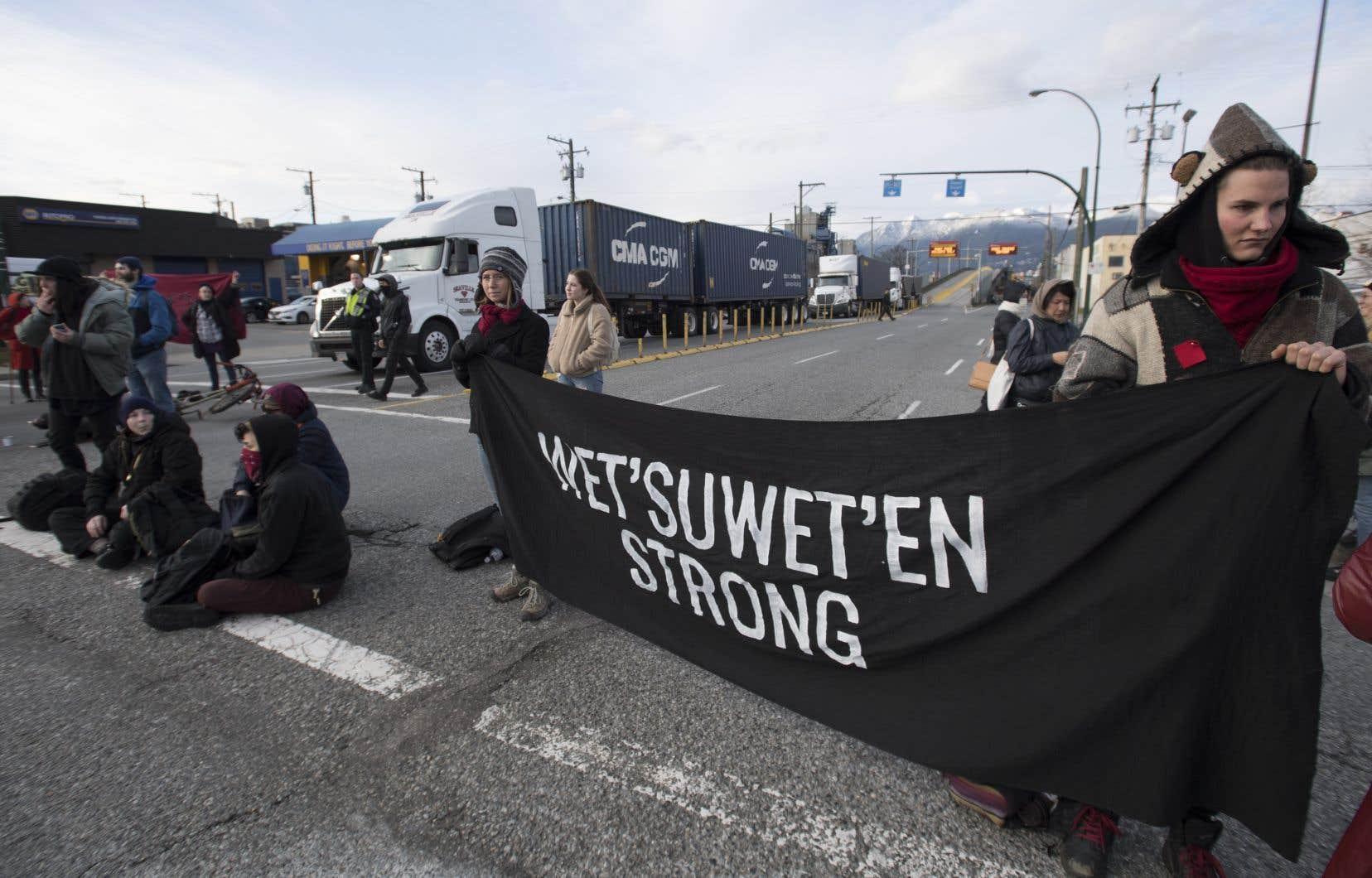 «[La justice environnementale] est invoquée par les opposants, issus des communautés autochtones, aux projets de gazoducs, par exemple les Wet'suwet'en», mentionne l'auteur.