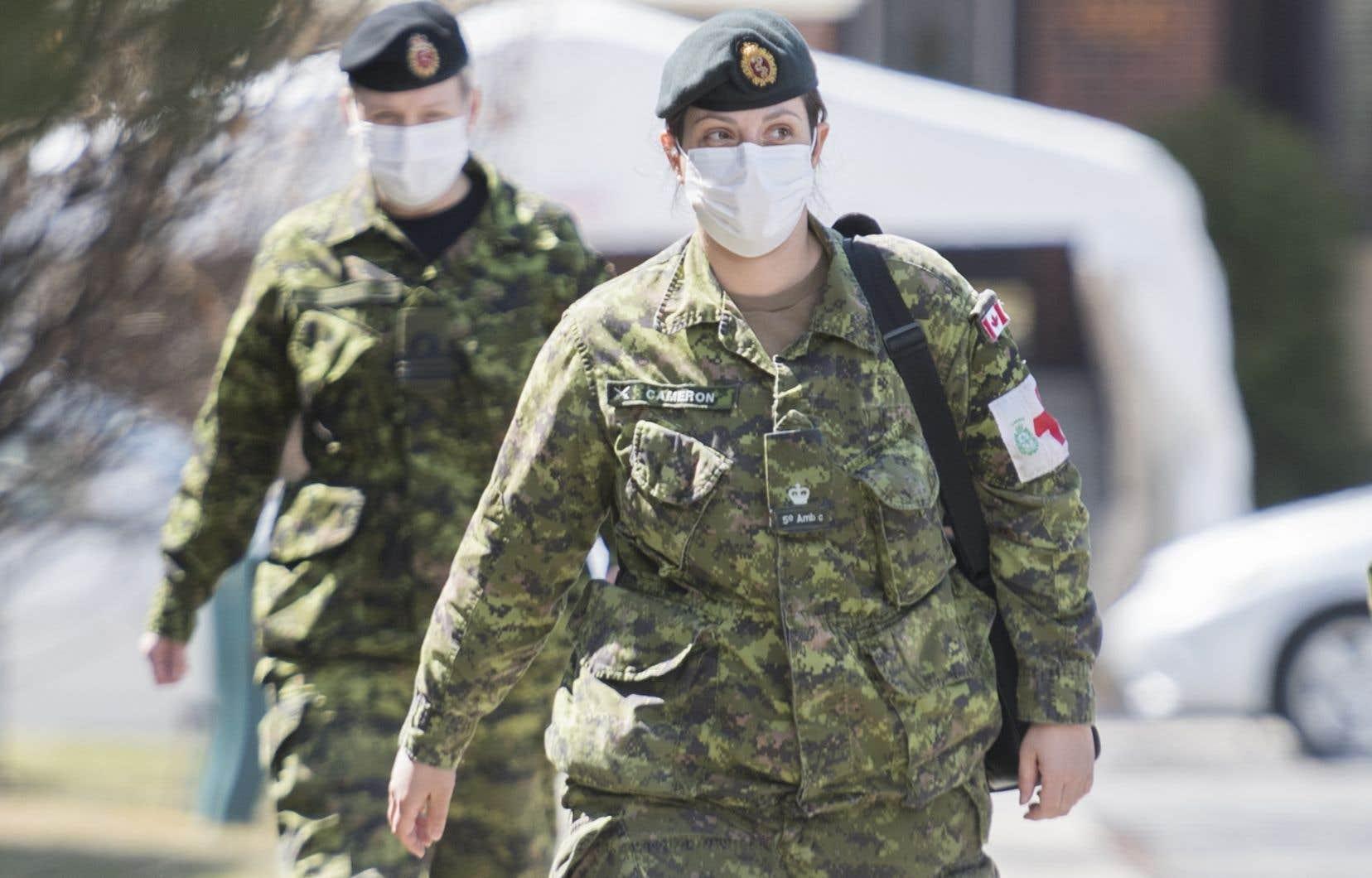L'armée canadienne ne pliera pas complètement bagage dans deux semaines, puisque dix équipes de sept personnes resteront disponibles pour prêter main-forte en cas d'urgence.