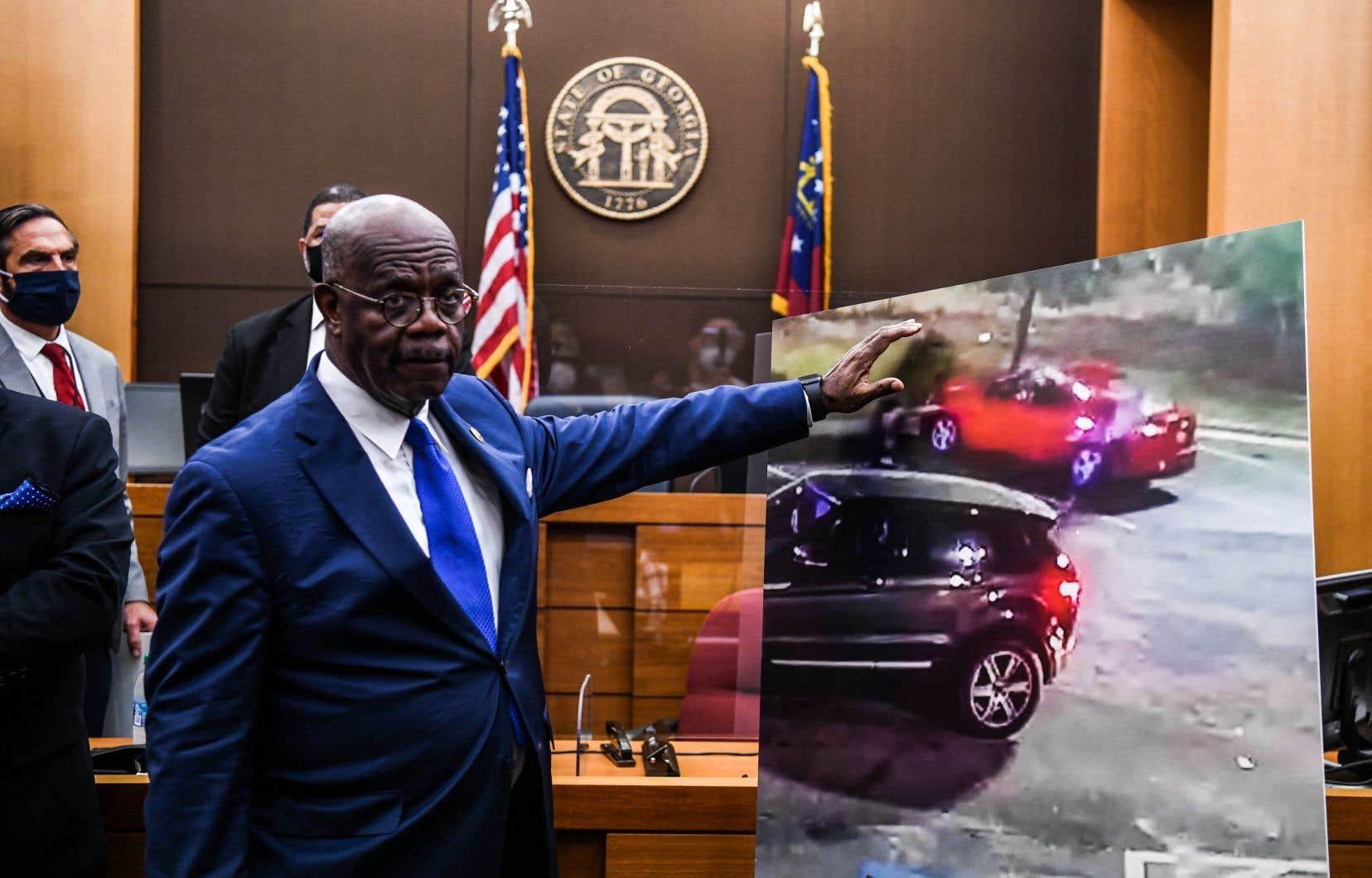 «Nous avons conclu qu'au moment de sa mort, M.Brooks ne représentait pas une menace immédiate de mort ou de blessures graves pour les agents», a justifié le procureur du comté de Fulton, Paul Howard, lors d'une conférence de presse.