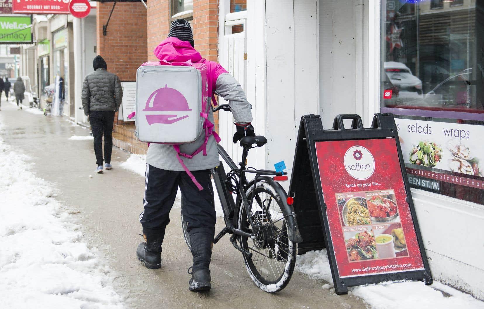 En février dernier, la Commission des relations de travail de l'Ontario avait statué que ces livreurs s'apparentaient à des employés ou à des sous-traitants dépendants, et non à des sous-traitants indépendants, ils avaient donc le droit de se syndiquer.