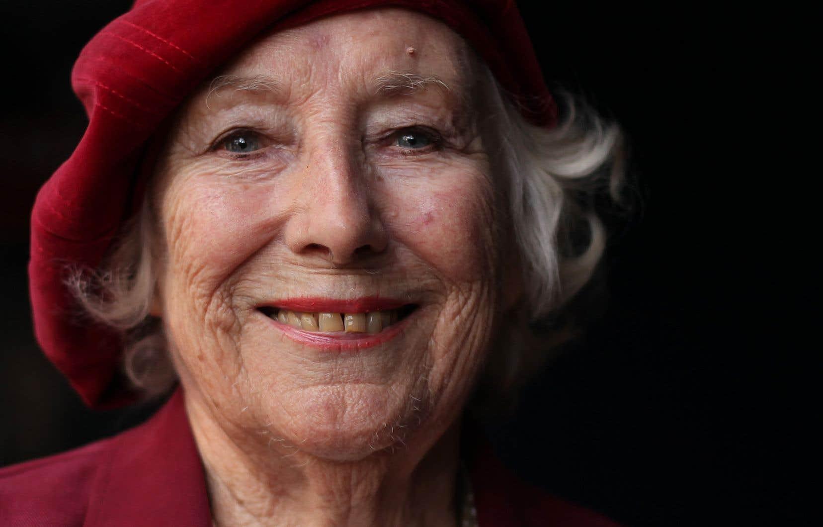 «Dame Vera» l'artiste la plus âgée à figurer dans le top 40 des albums les plus vendus au Royaume-Uni.