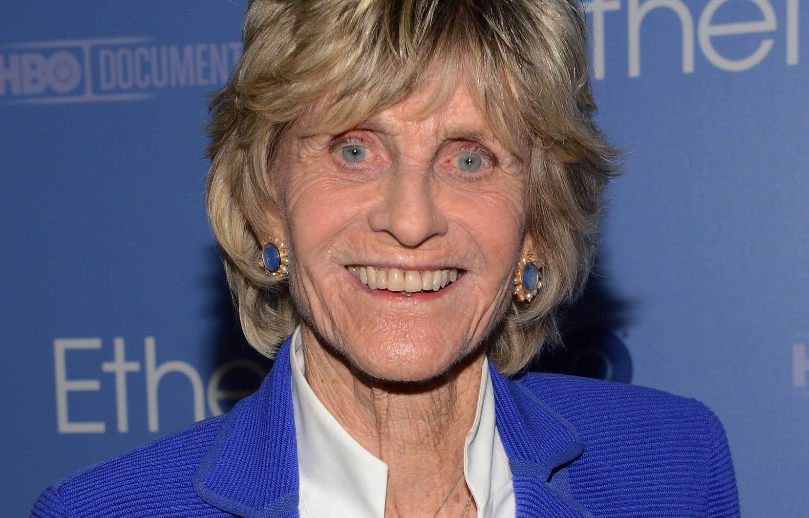 <p>Après avoir passé l'essentiel de sa vie loin de la politique, elle avait été nommée ambassadrice américaine en Irlande par le président Bill Clinton en 1993.</p>