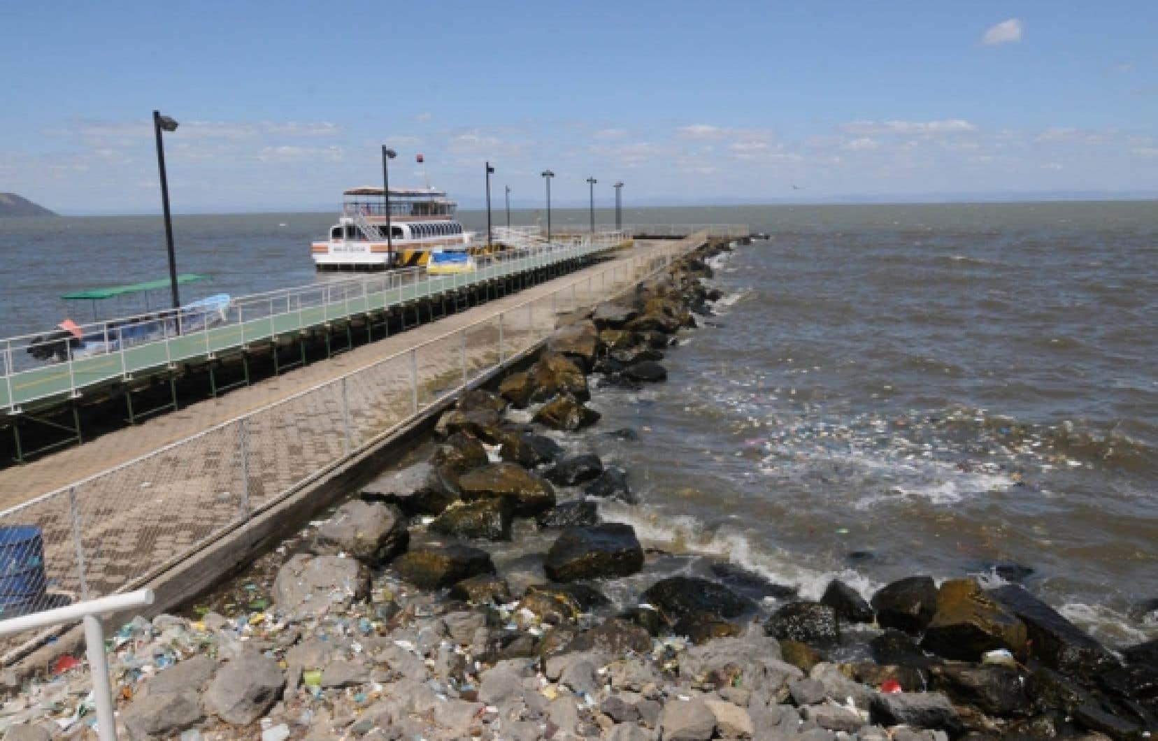Une jetée construite sur les rives du lac Xolotlan à Managua, au Nicaragua.<br />