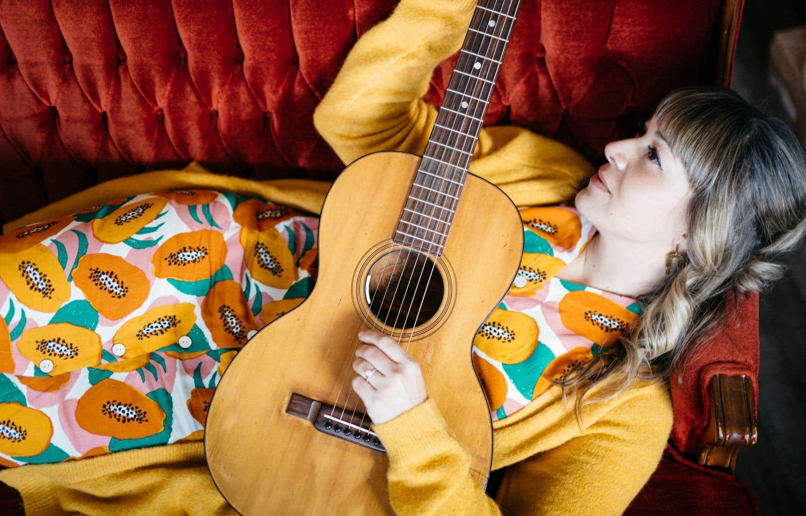 Cette fois, Jill Barber chante toutes ses chansons en français, ce qui leur donne une portée spéciale pour la chanteuse: «Chanter des mots en français me permet de trouver des sentiments au fond de moi que je crois que je n'aurais jamais pu atteindre si j'avais écrit ces chansons en anglais. [...] Curieusement, j'ai réussi plus facilement à trouver les mots dans ma langue seconde.»
