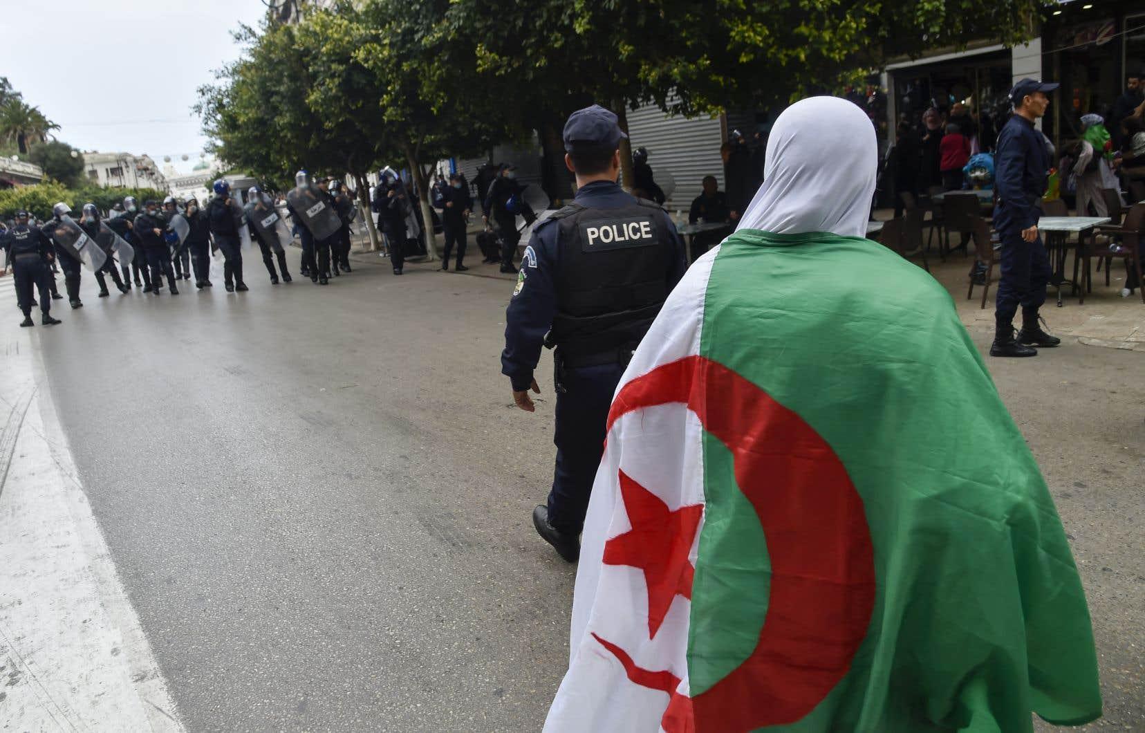 Ex-militante du mouvement Barakat,Amira Bouraoui s'était fait connaître en 2014 en incarnant l'opposition à un quatrièmemandat du président Bouteflika.
