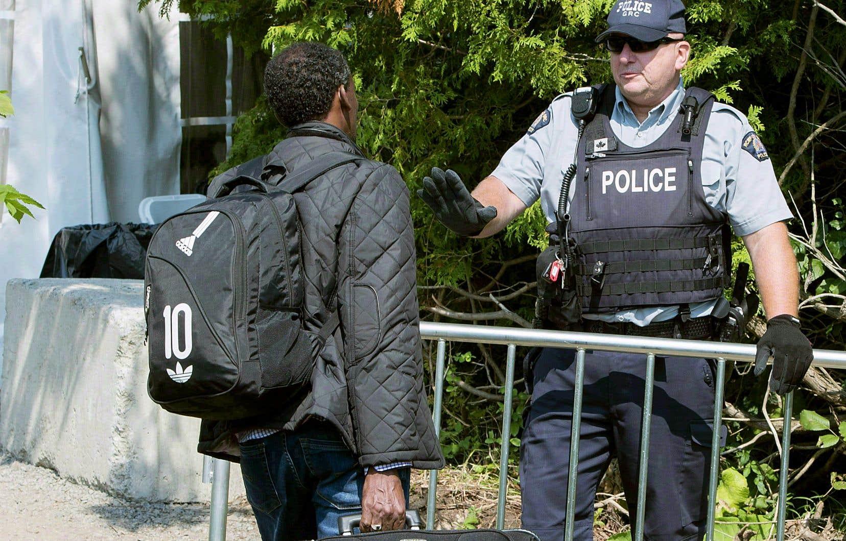 Depuis 2017, près de 57 000 demandeurs d'asile ont franchi la frontière canadienne ailleurs qu'à un poste frontalier officiel.