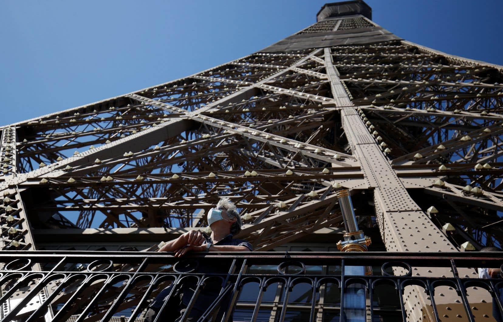 Pour l'heure les visiteurs ne peuvent accéder qu'aux deux premiers étages (sur trois) de la célèbre structure, et uniquement par les 700 marches des escaliers.