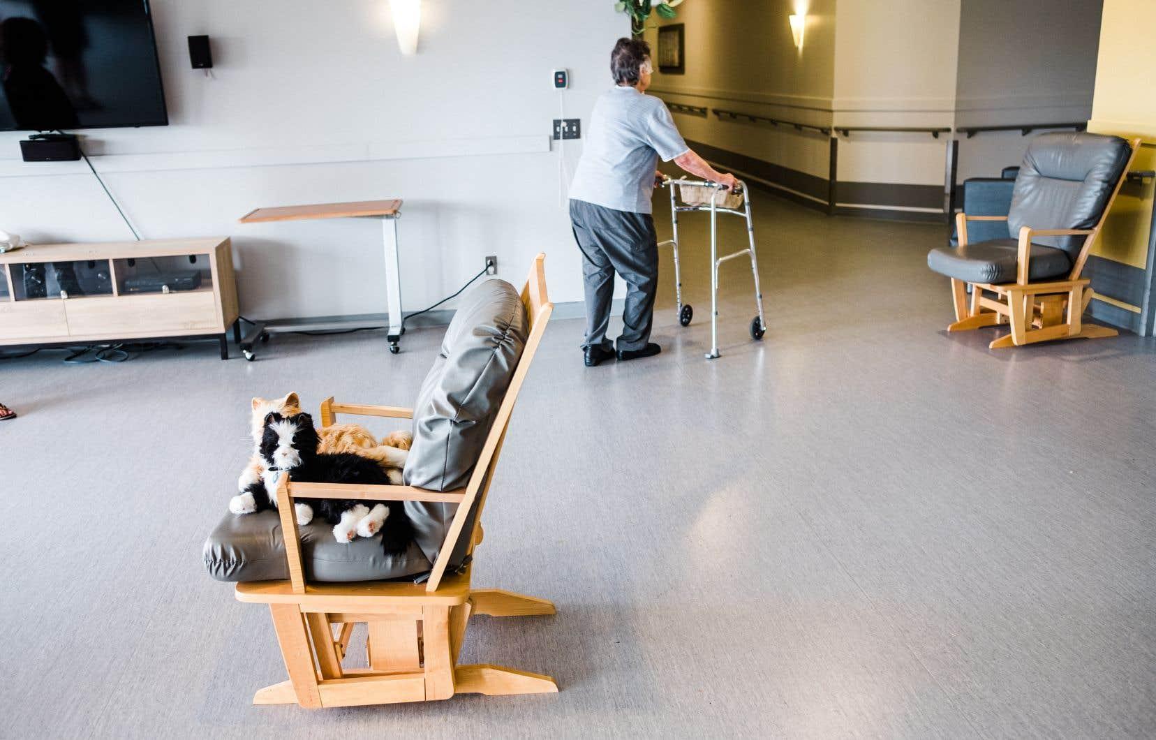 L'analyse publiée jeudi par l'Institut canadien d'information sur la santé (ICIS) indique que les résidents d'établissements de soins de longue durée représentent 81% de tous les décès liés à la COVID-19 signalés dans le pays, contre une moyenne de 42% dans tous les pays étudiés.