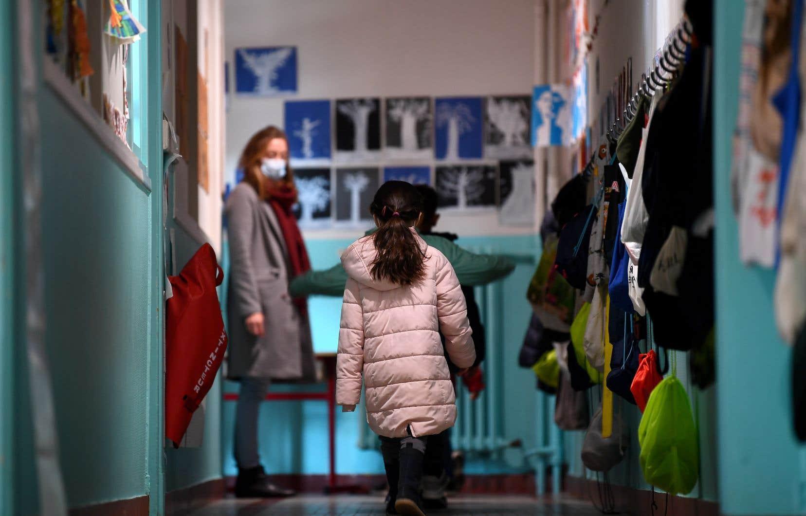 Selon l'instigateur de la pétition, les bullesexigées par Québec apparaissent comme une «utopie» qui sera «non applicable dans [le] quotidien et portera préjudice [aux] élèves».