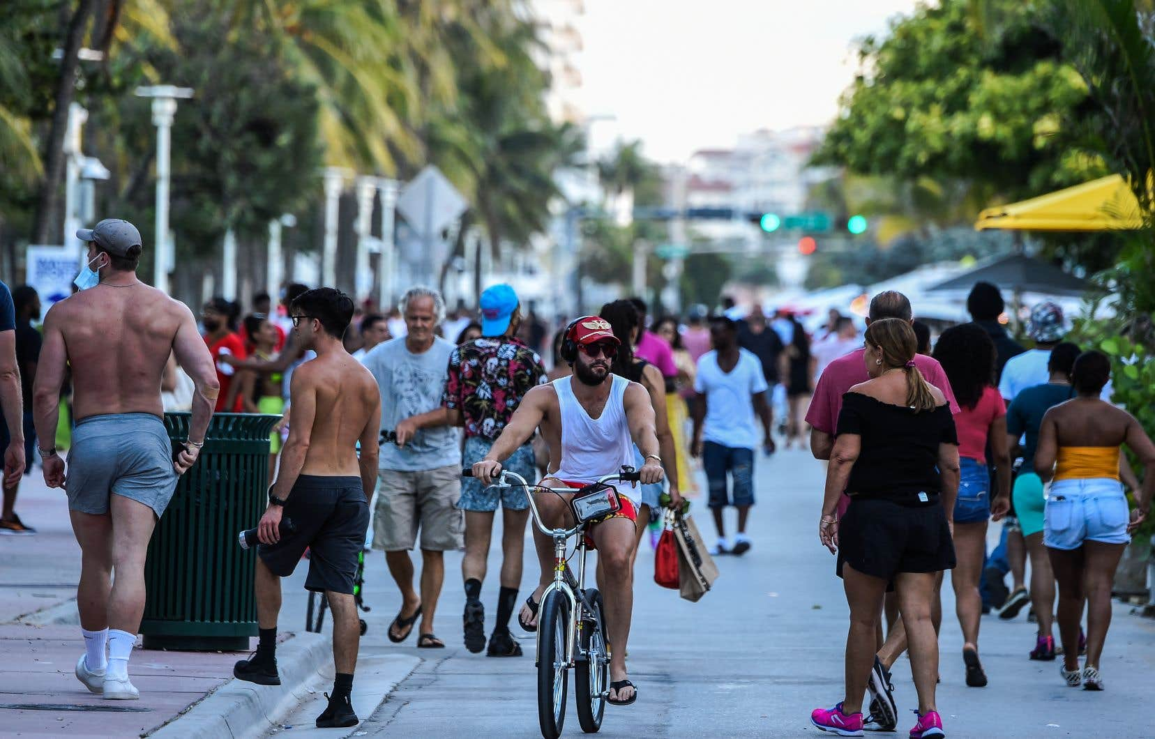 La Floride fait face à une «vraie explosion» de la maladie chez les jeunes qui, à la faveur du déconfinement opéré depuis début juin, ont renoué avec les plages et la vie nocturne.