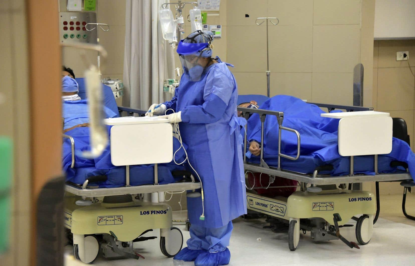 Quito a connu un bond de 62% des cas de contaminations du 3 au 27juin, selon les autorités sanitaires. Et le nombre de personnes en soins intensifs dans la capitale est passé de 57 à 250, selon le ministère de la Santé.