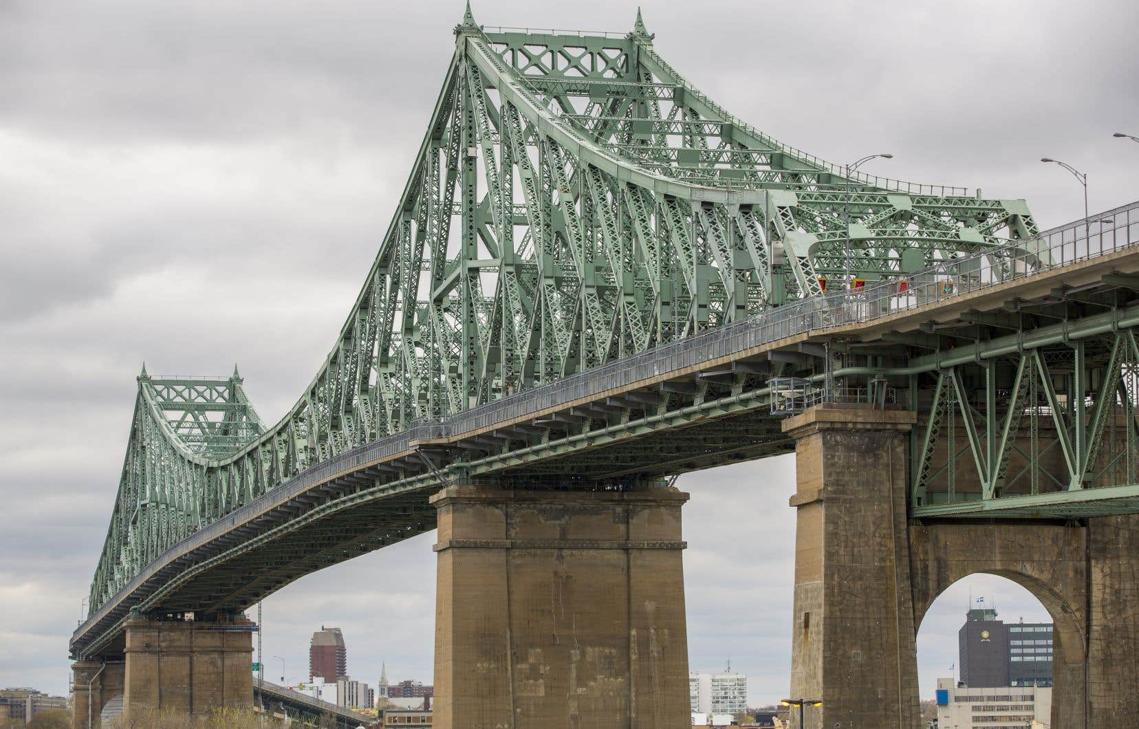 «Donner le nom de Jacques Cartier au nouveau pont construit en 1934 a nécessité quatre ans de combat; idem pour donner le nom du patriote De Lorimier en 1883 à la rue qui portait jusqu'alors celui du bourreau des patriotes, Colborne», rappelle l'auteur.