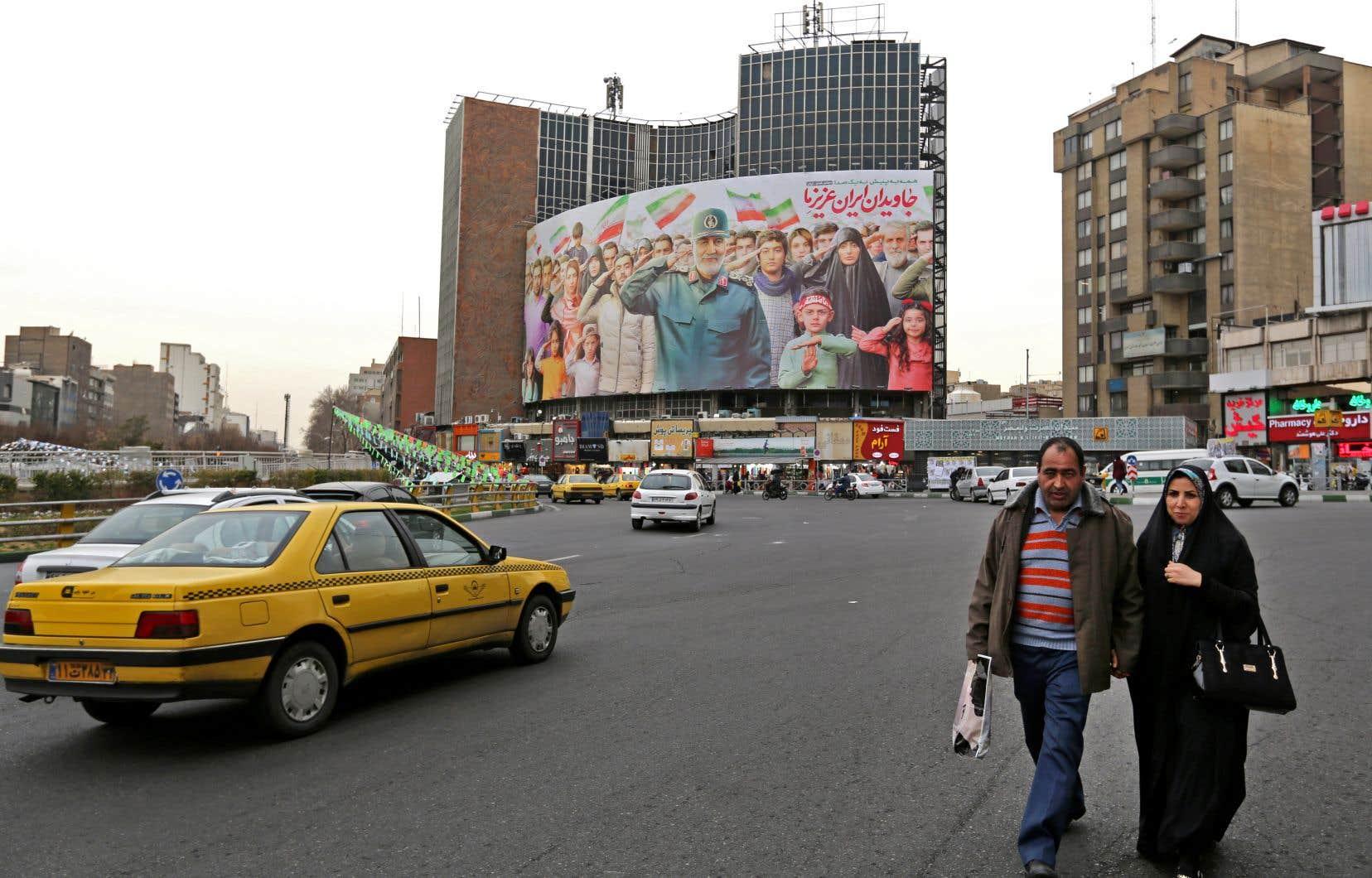 Un panneau représentant le défunt général Qassem Soleimani sur la placeValiasr de Teheran, en février