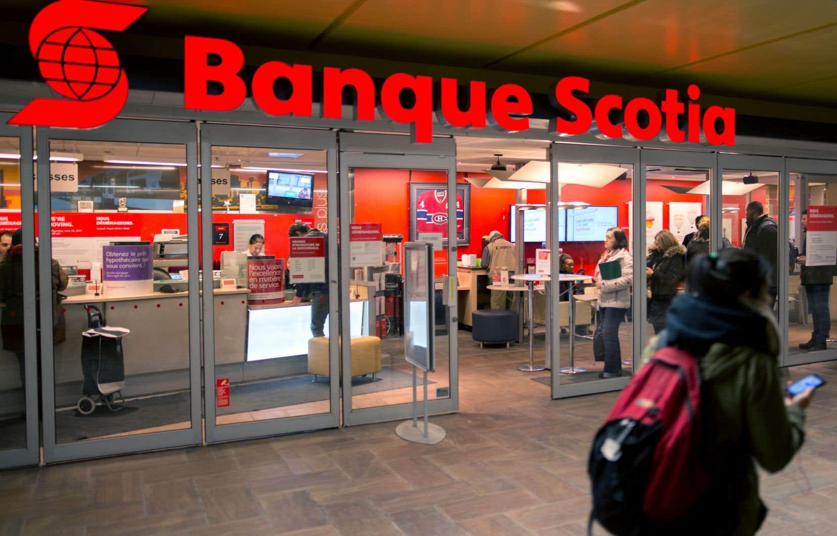 La Banque Scotia, la Banque Royale du Canada et la CIBC se sont engagées à ne plus acheter de publicité sur Facebook pour un mois.