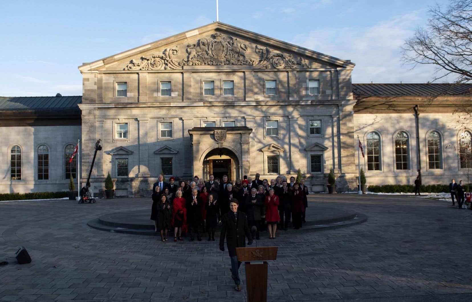 La GRC et leService de police d'Ottawa intervienne près de Rideau Hall, la résidence de la gouverneure générale, que l'on voit sur la photo lors de la cérémonie d'assermentation du gouvernement de Justin Trudeau en novembre 2019.