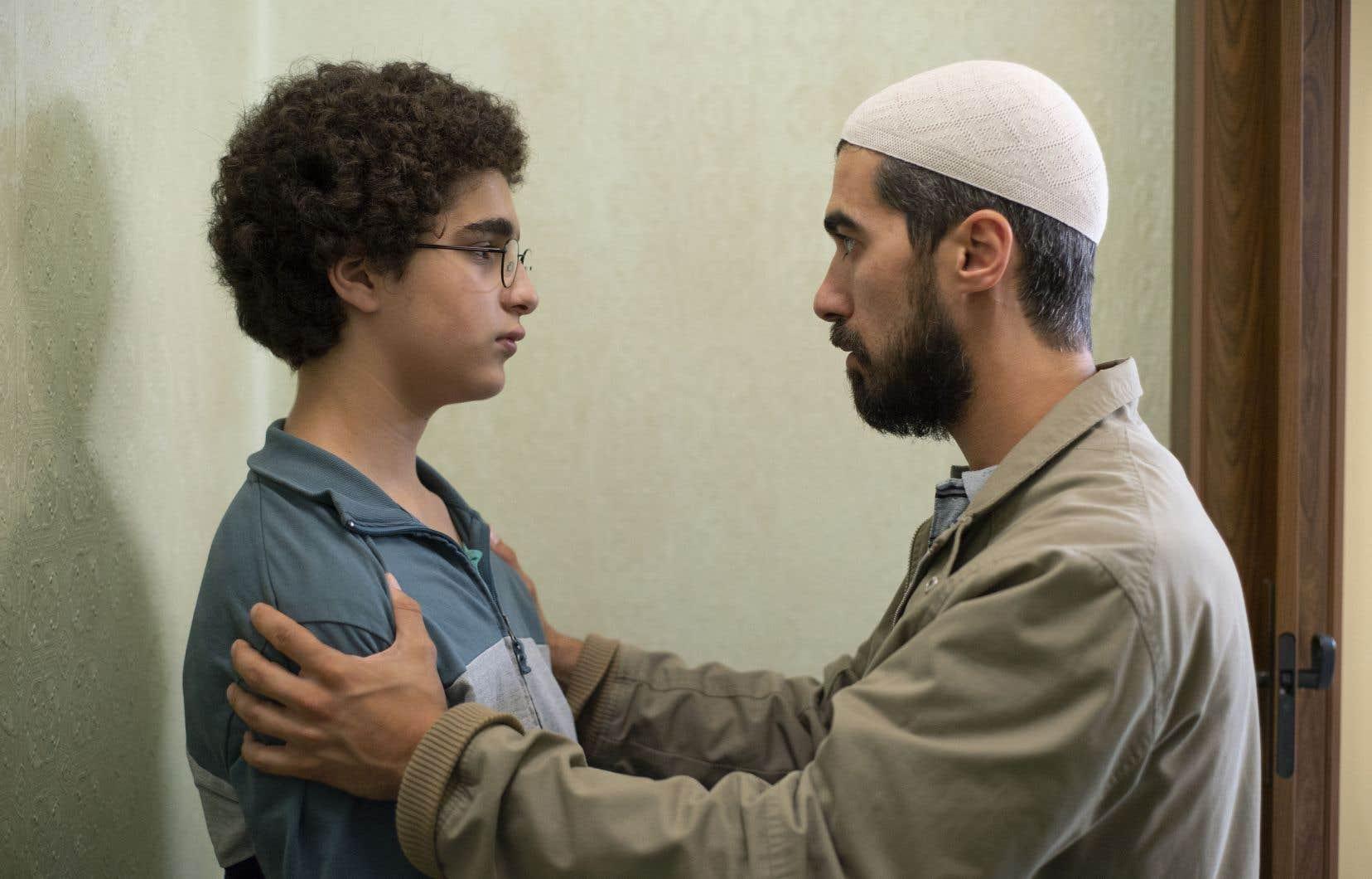 Ce film montre un adolescent en quête d'identité  (Idir Ben Addi, d'origine marocaine, son premier rôle), qui se radicalise auprès  d'un imam extrémiste et manipulateur.