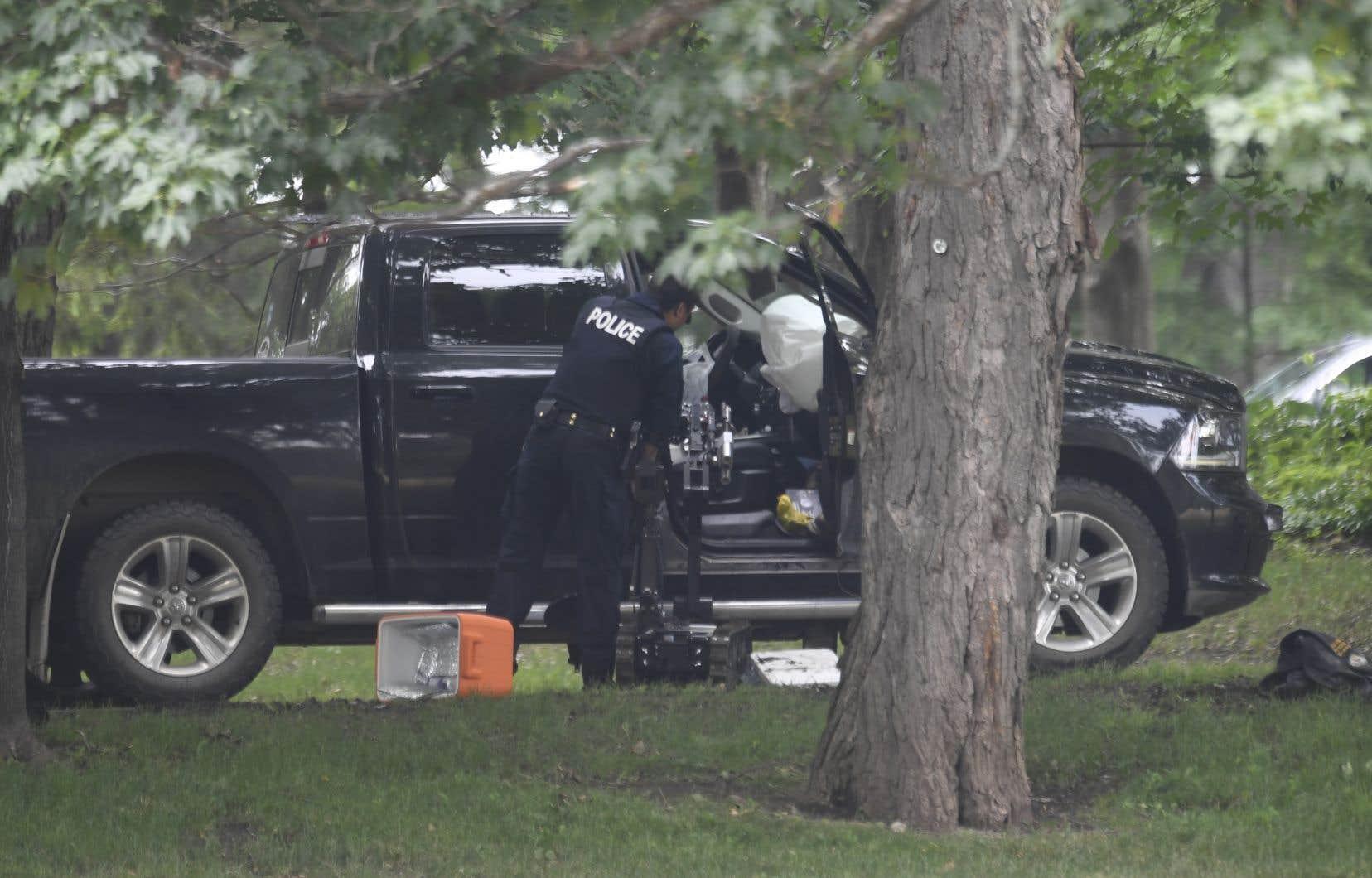 Un Manitobain de 46 ans aurait enfoncé jeudi avec sa camionnette la grille menant à Rideau Hall.