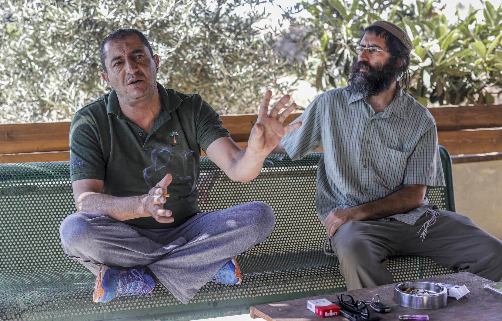 Khaled Abou Awad et Shaoul Judelman sont tous deux directeurs du mouvement Shorashim-Judur, qui a pour ambition de nouer un dialogue entre Israéliens et Palestiniens en Cisjordanie.