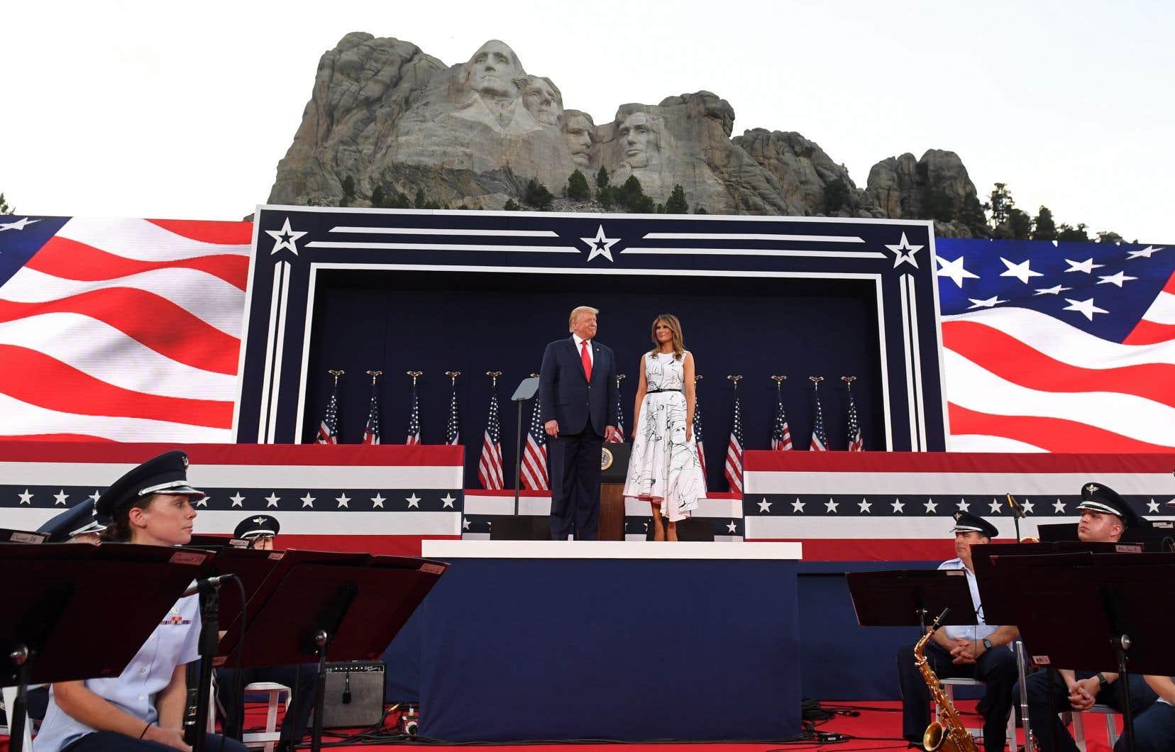 Très critiqué pour sa gestion de la pandémie, le président américain s'est offert, à la veille de la fête nationale du 4juillet, une soirée de feux d'artifice et un discours au ton très dur en terrain conquis.