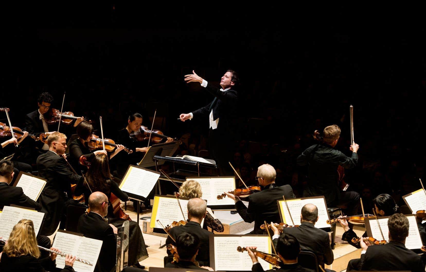 L'Orchestre symphonique de Toronto, sous la direction de Gustavo Gimeno