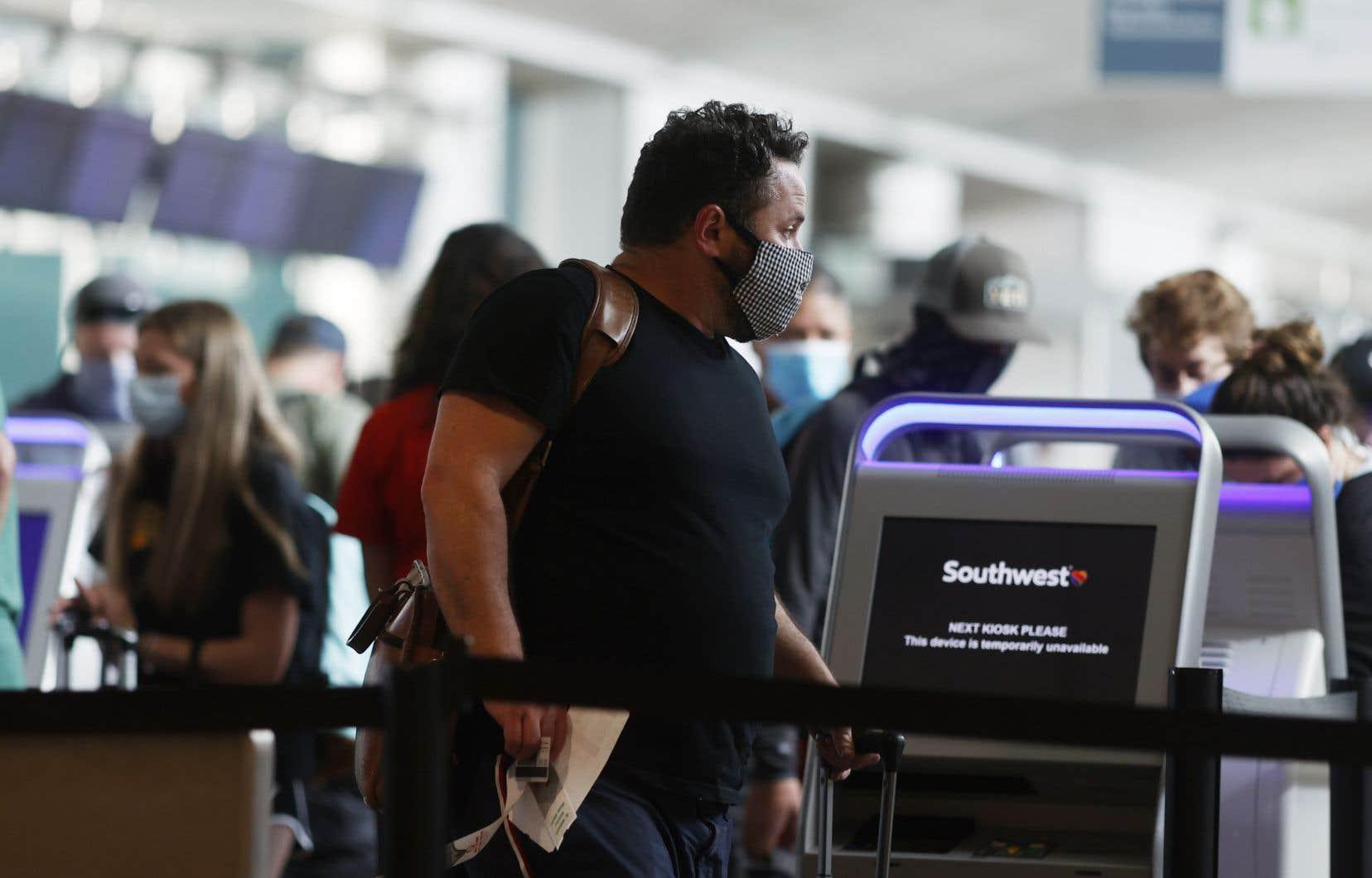 La pandémie mondiale a gravement affaibli les transporteurs aériens, notamment la compagnie américaine Southwest Airlines.